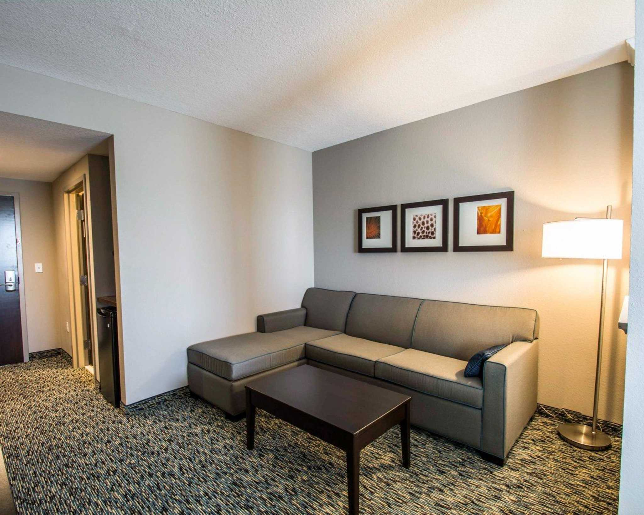 Comfort Suites Fort Lauderdale Airport South & Cruise Port image 11
