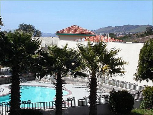 Holiday Inn Express Grover Beach-Pismo Beach Area image 1