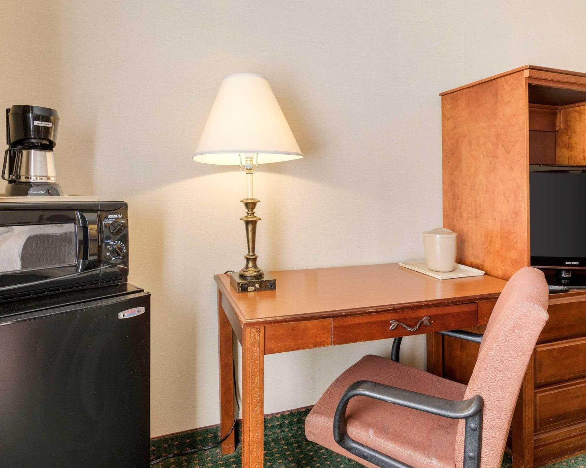 Comfort Inn Red Horse image 9