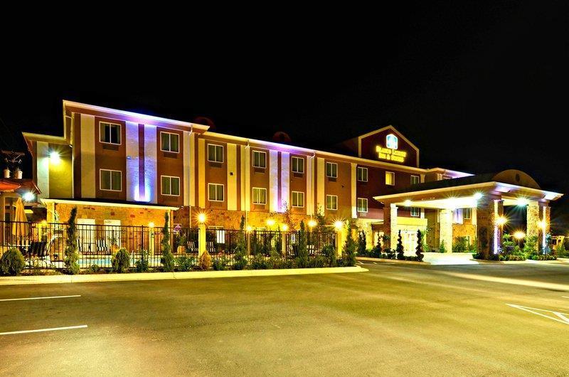 Best Western Plus Blanco Luxury Inn & Suites image 2