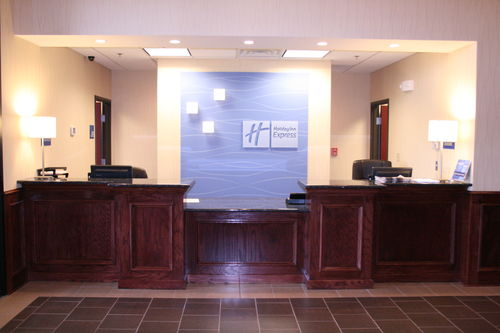 Holiday Inn Express & Suites Pratt image 0