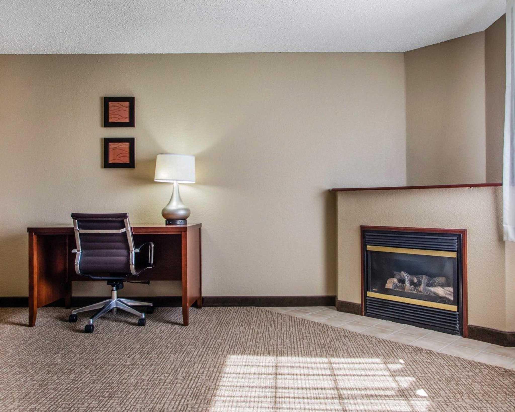 Comfort Inn & Suites Jackson - West Bend image 12