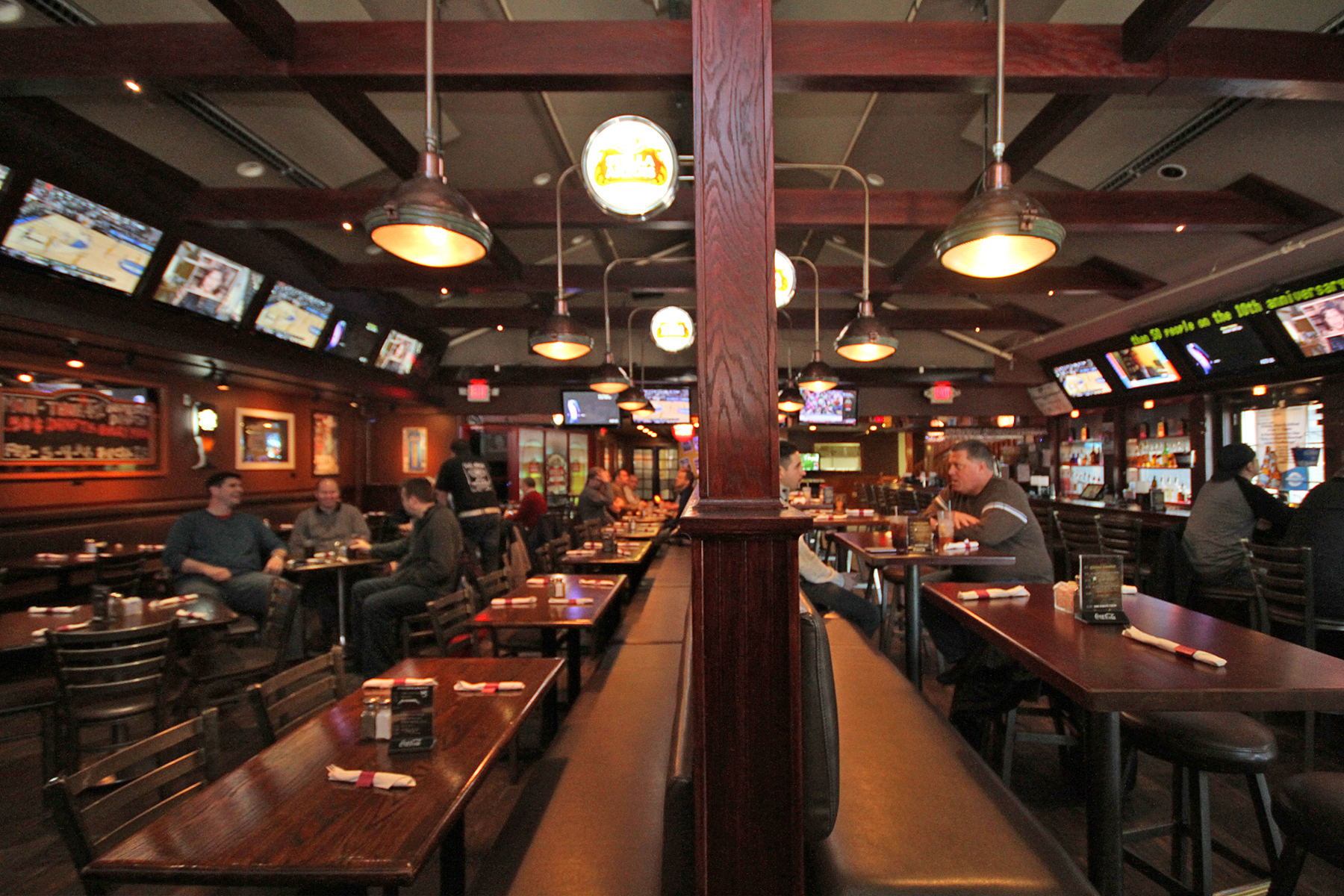 Austin S Saloon Eatery 481 Peterson Road Libertyville Il Restaurants Mapquest