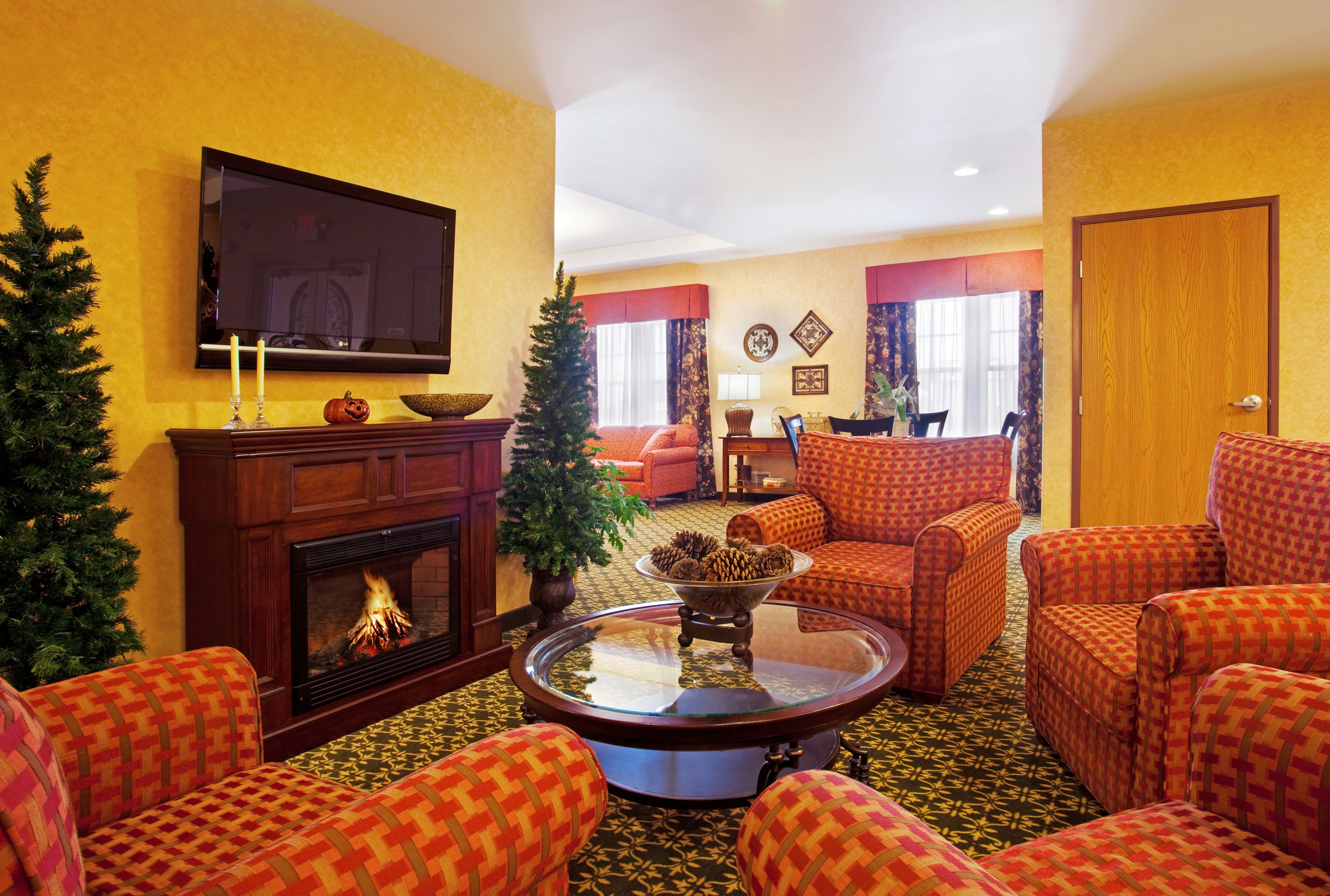 Holiday Inn Express & Suites Iron Mountain image 4