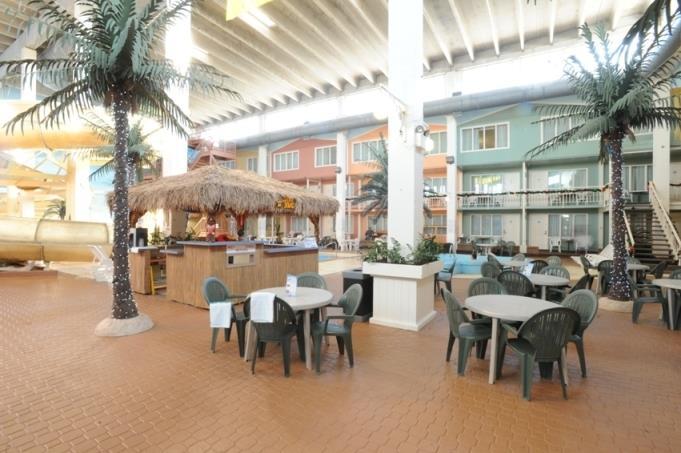 Best Western Seven Oaks Inn in Regina: Tikki Hut at Pool Side