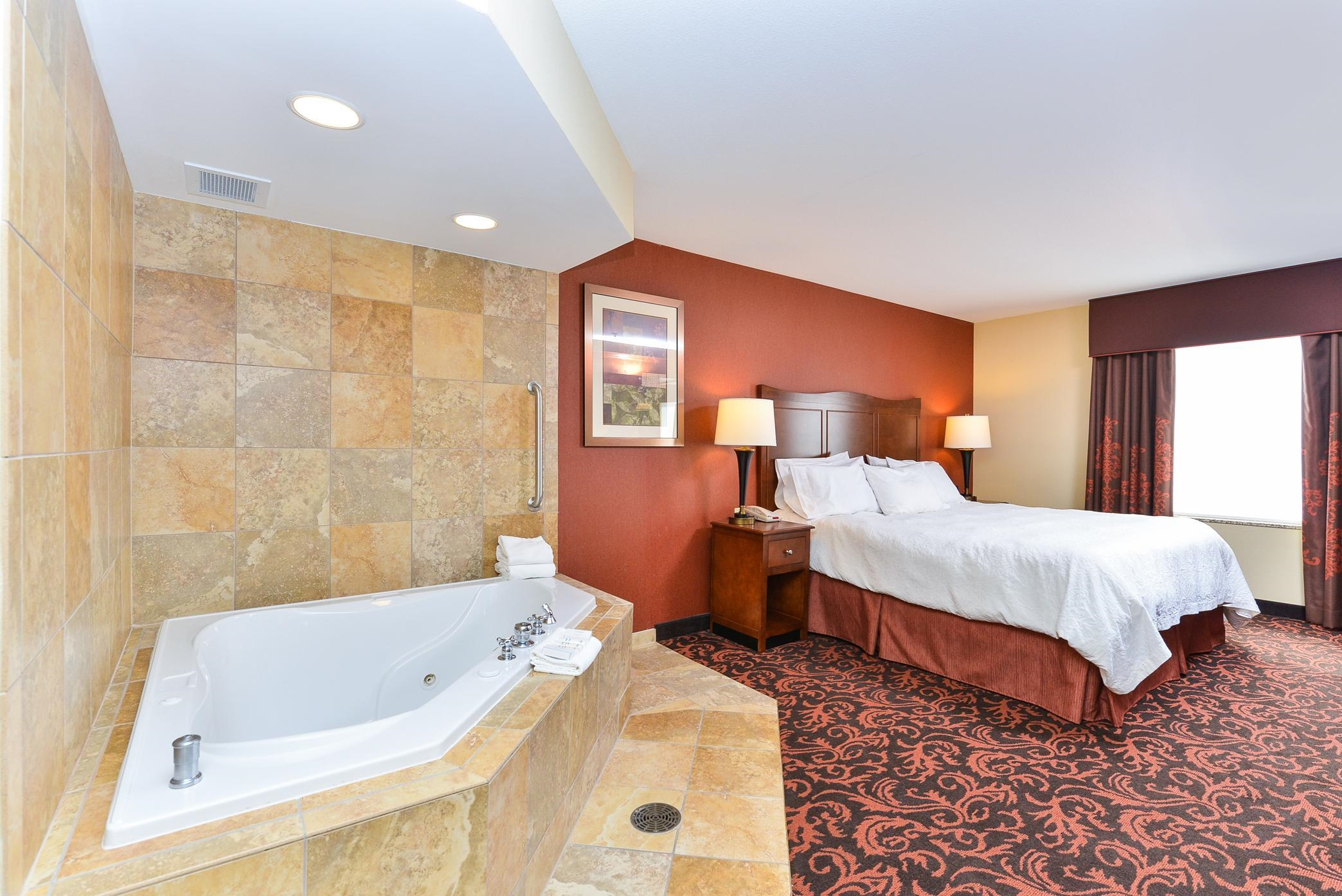 King Deluxe Room w Whirlpool