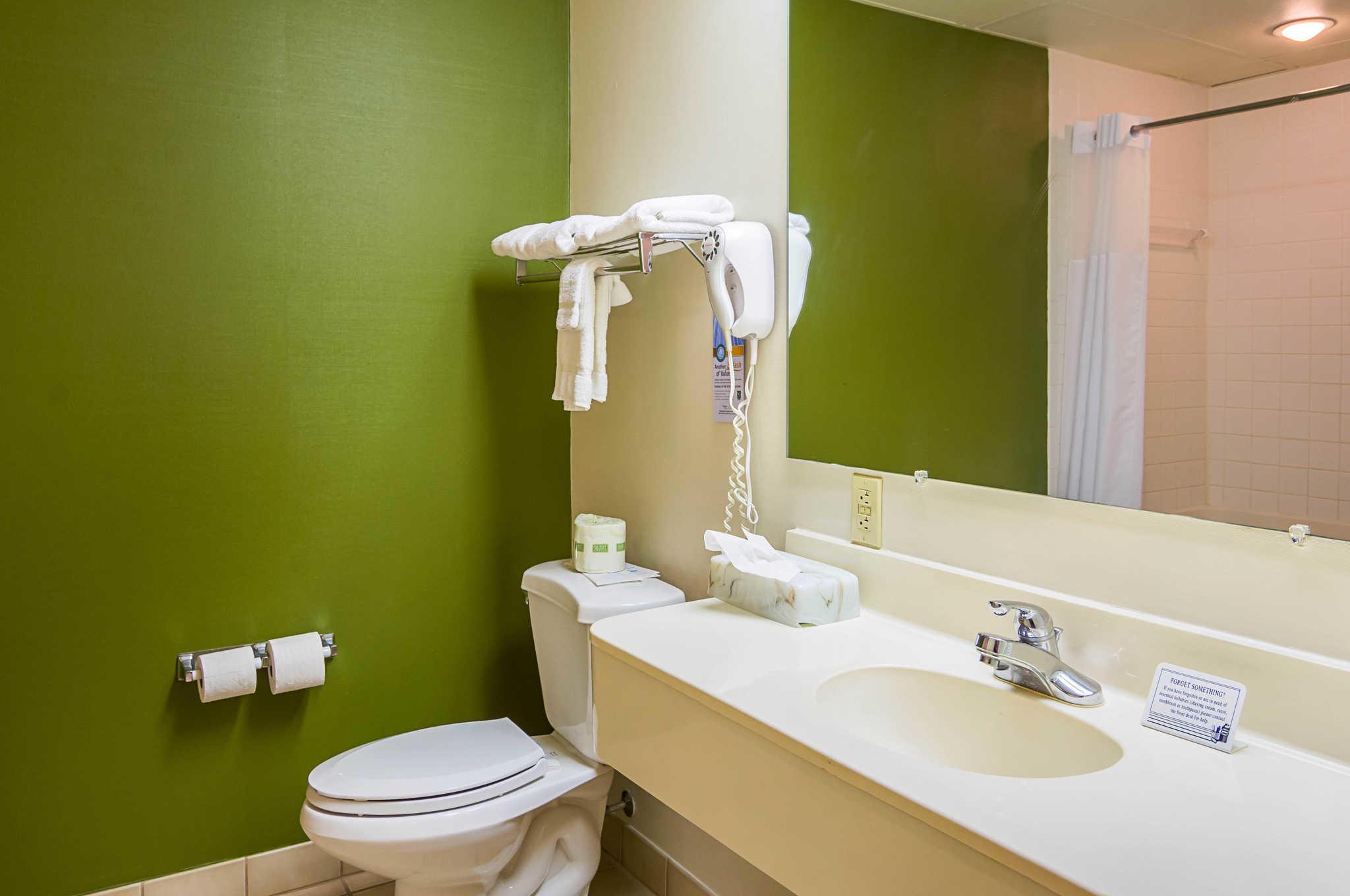 Quality Inn & Suites Kearneysville - Martinsburg image 18