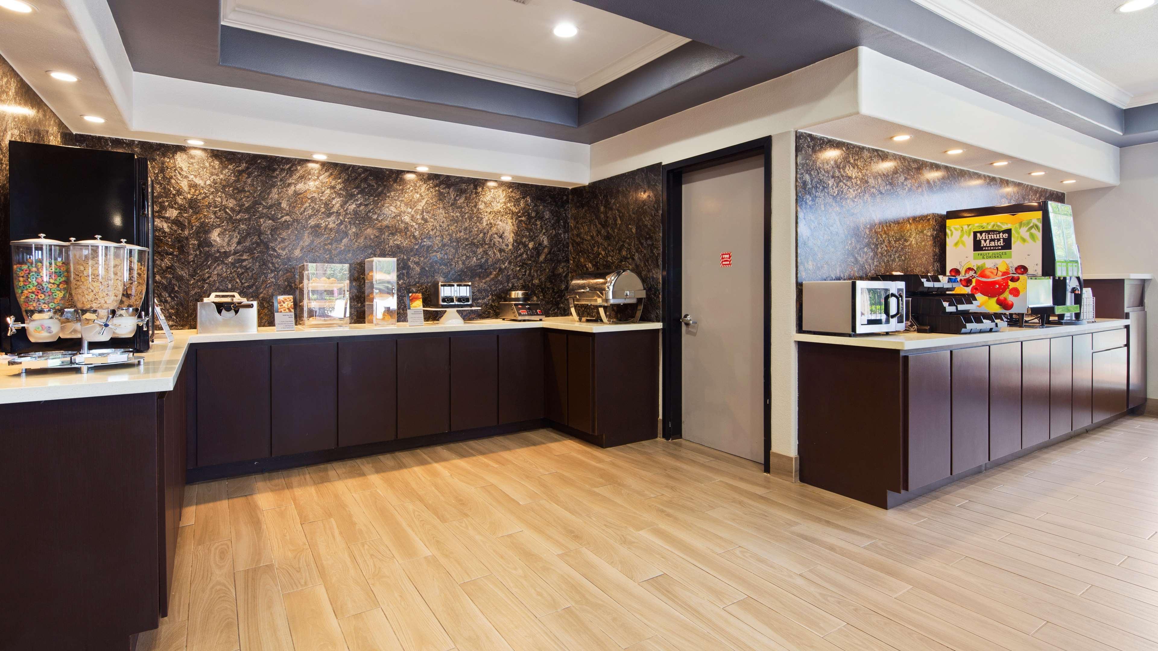 Best Western Plus North Houston Inn & Suites image 4