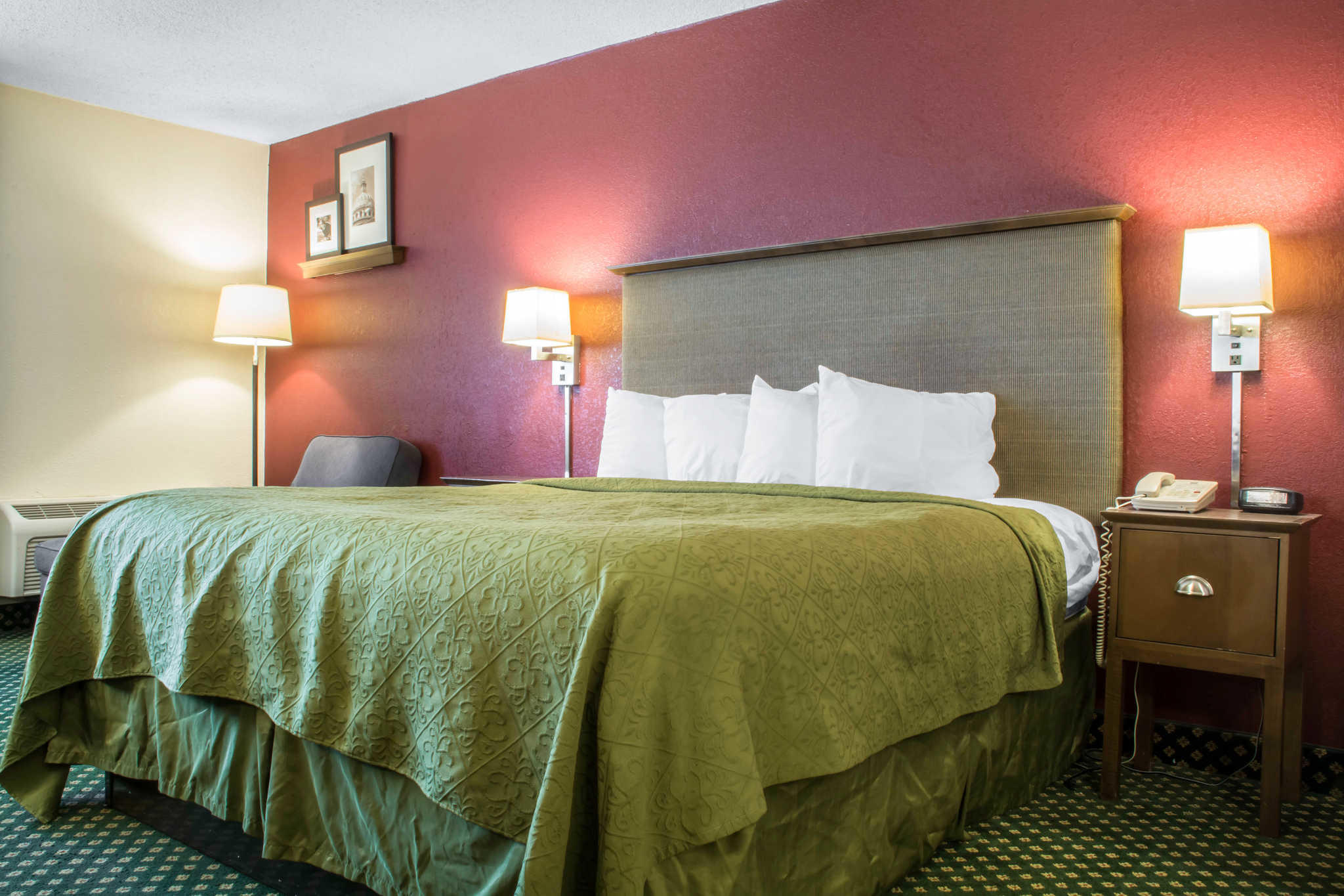 Quality Inn Rochester Airport image 11