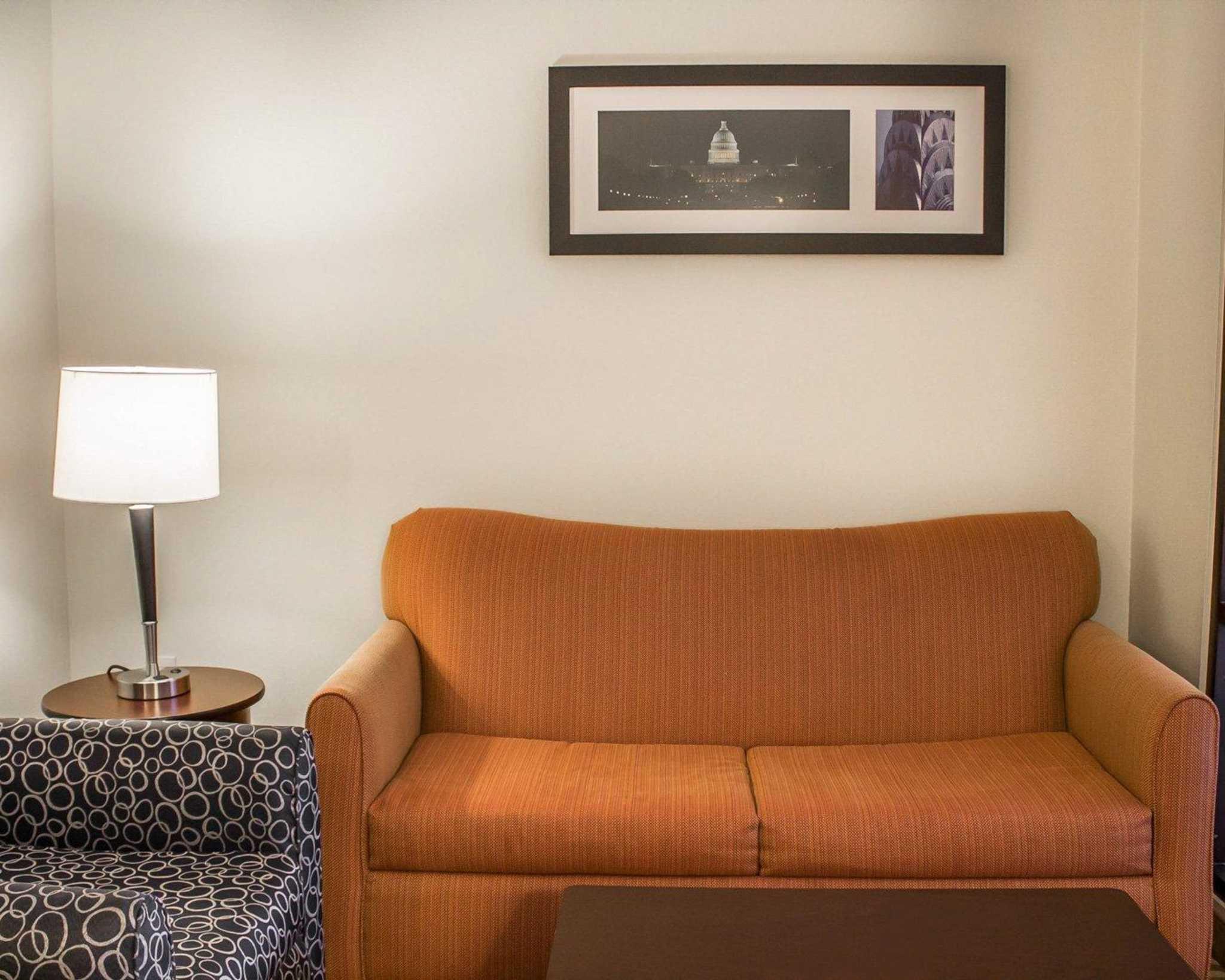 Comfort Suites East Broad at 270 image 29