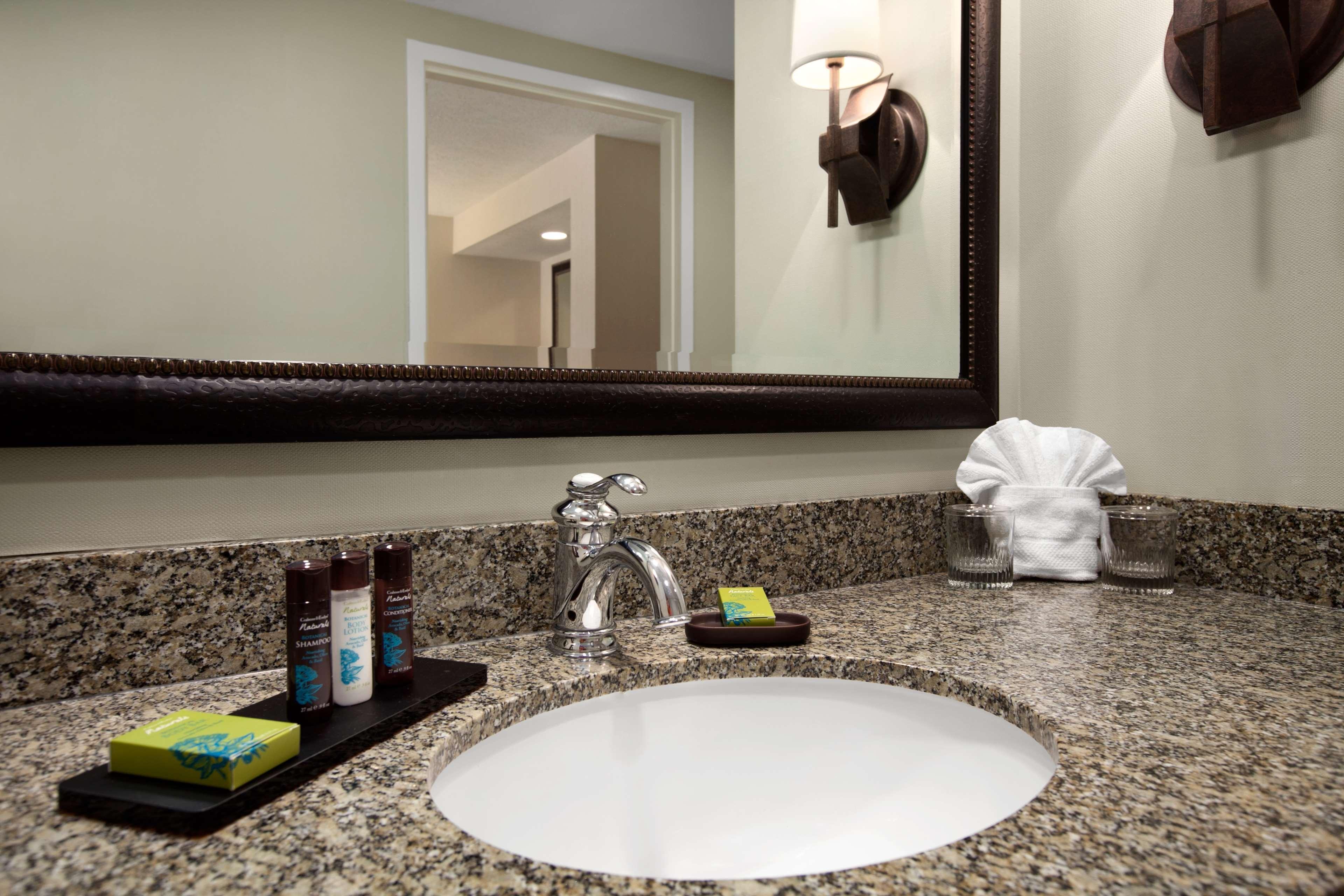 Embassy Suites by Hilton La Quinta Hotel & Spa image 24