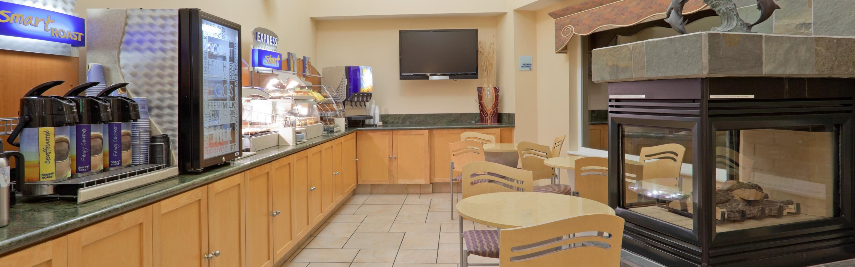 Holiday Inn Express & Suites Pacifica image 3