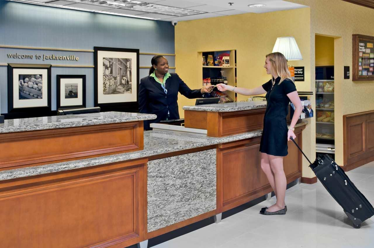 Hampton Inn & Suites Jacksonville South-St. Johns Town Center Area image 4