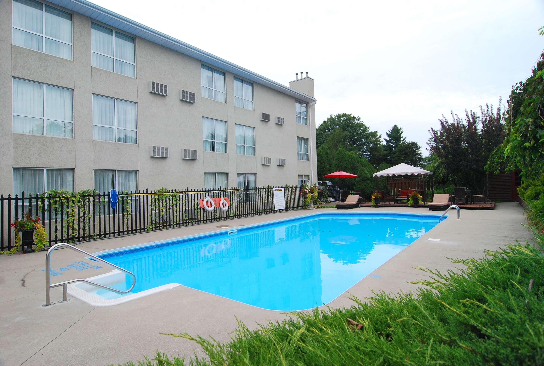 Best Western Little River Inn à Simcoe: Swimming Pool