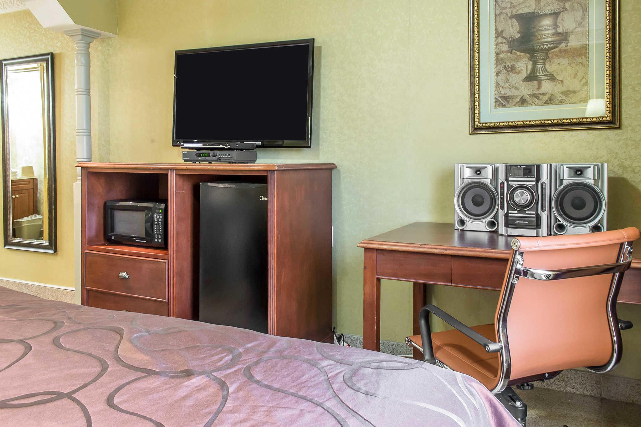 Rodeway Inn Capri image 25