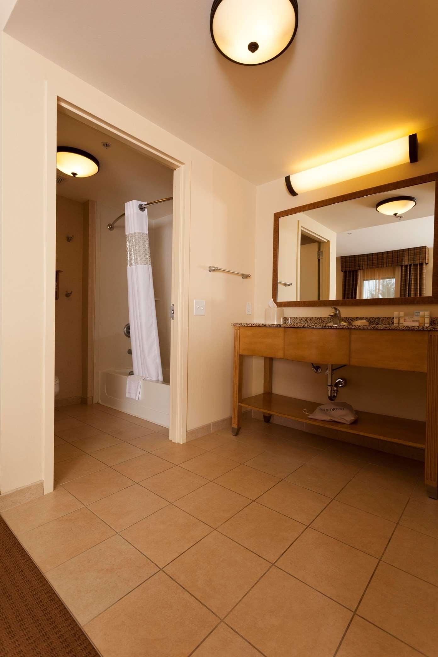 Hampton Inn & Suites Riverton image 7