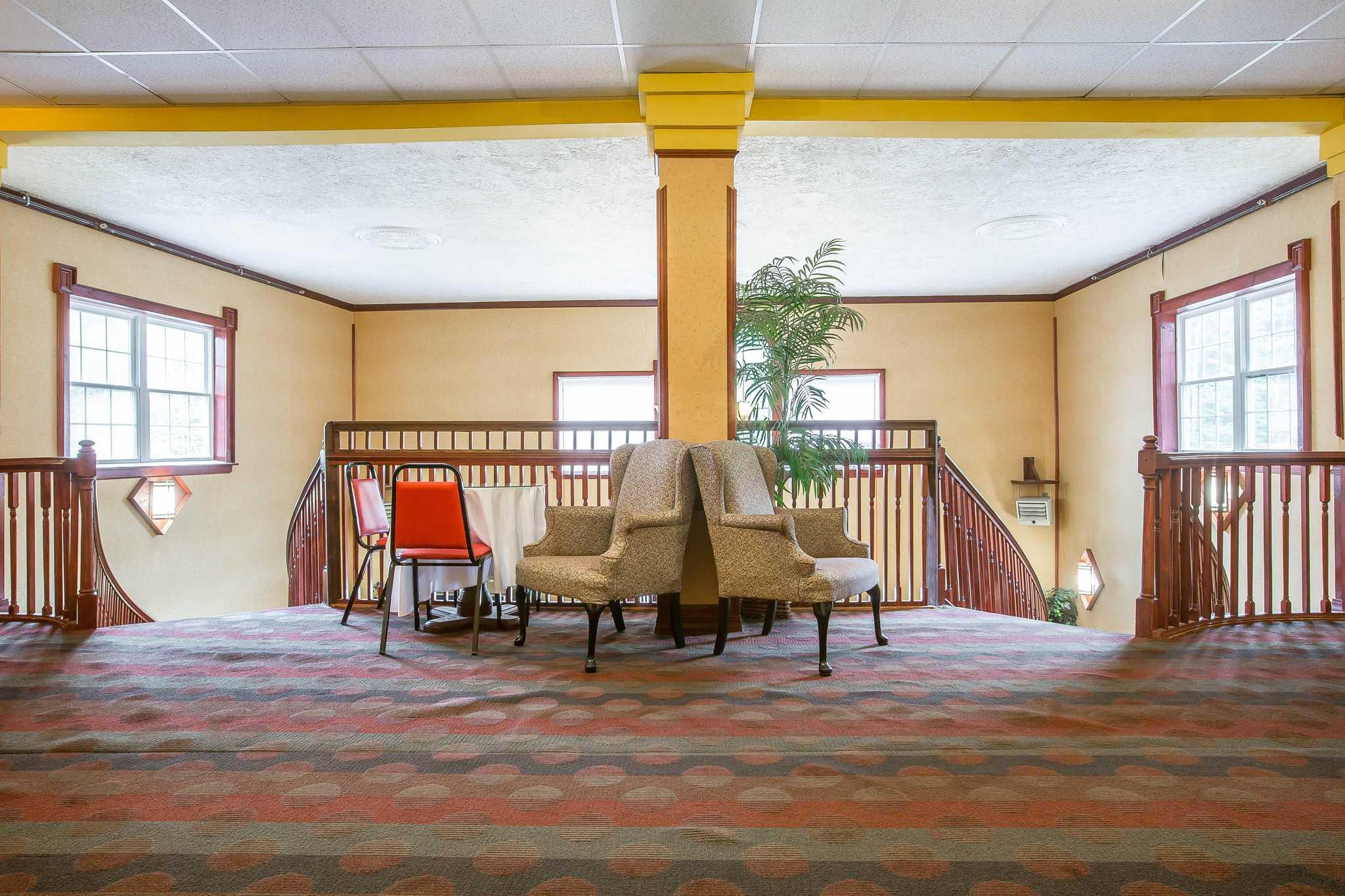 Econo Lodge image 33