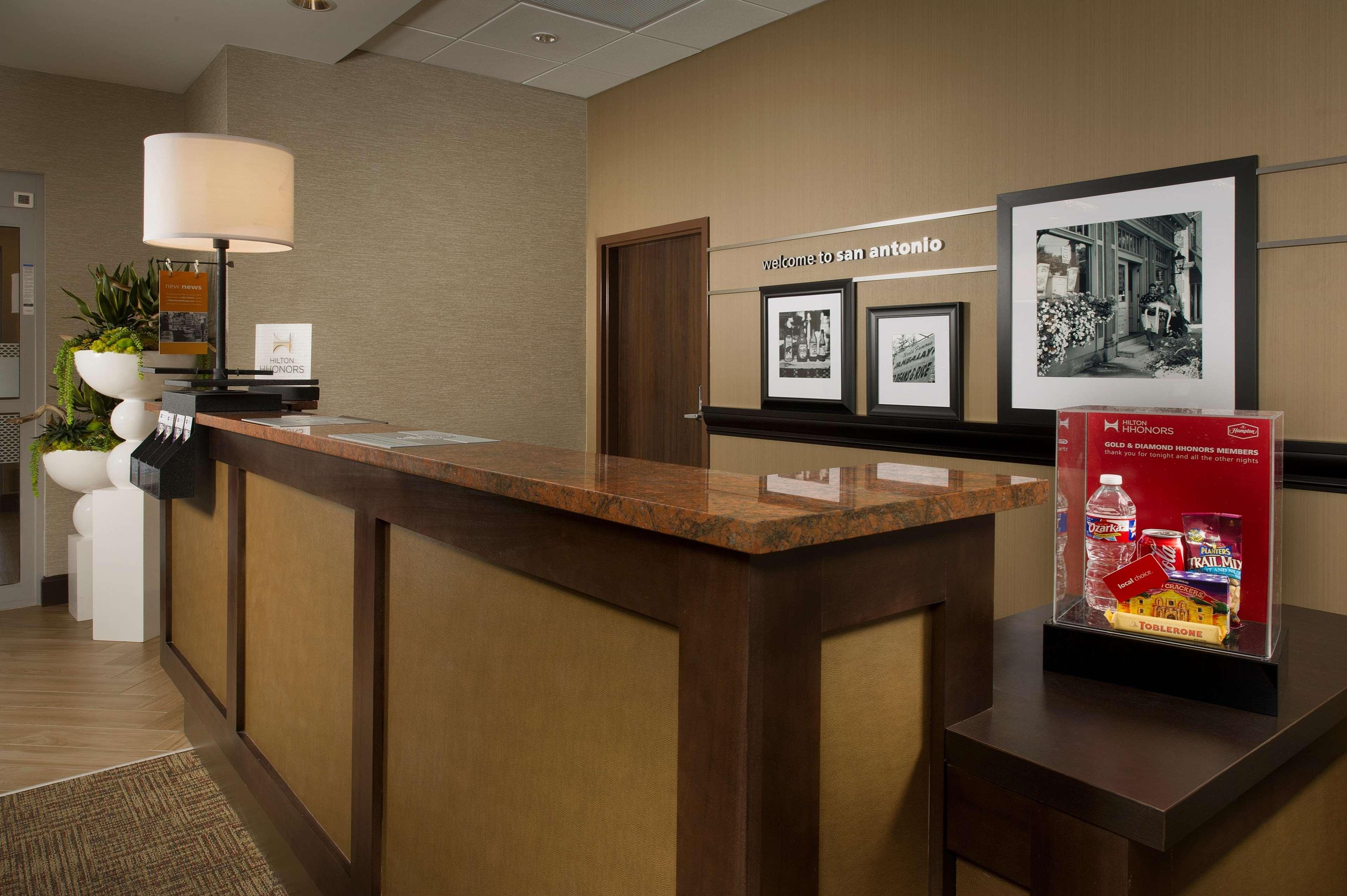 Hampton Inn & Suites San Antonio-Downtown/Market Square image 4