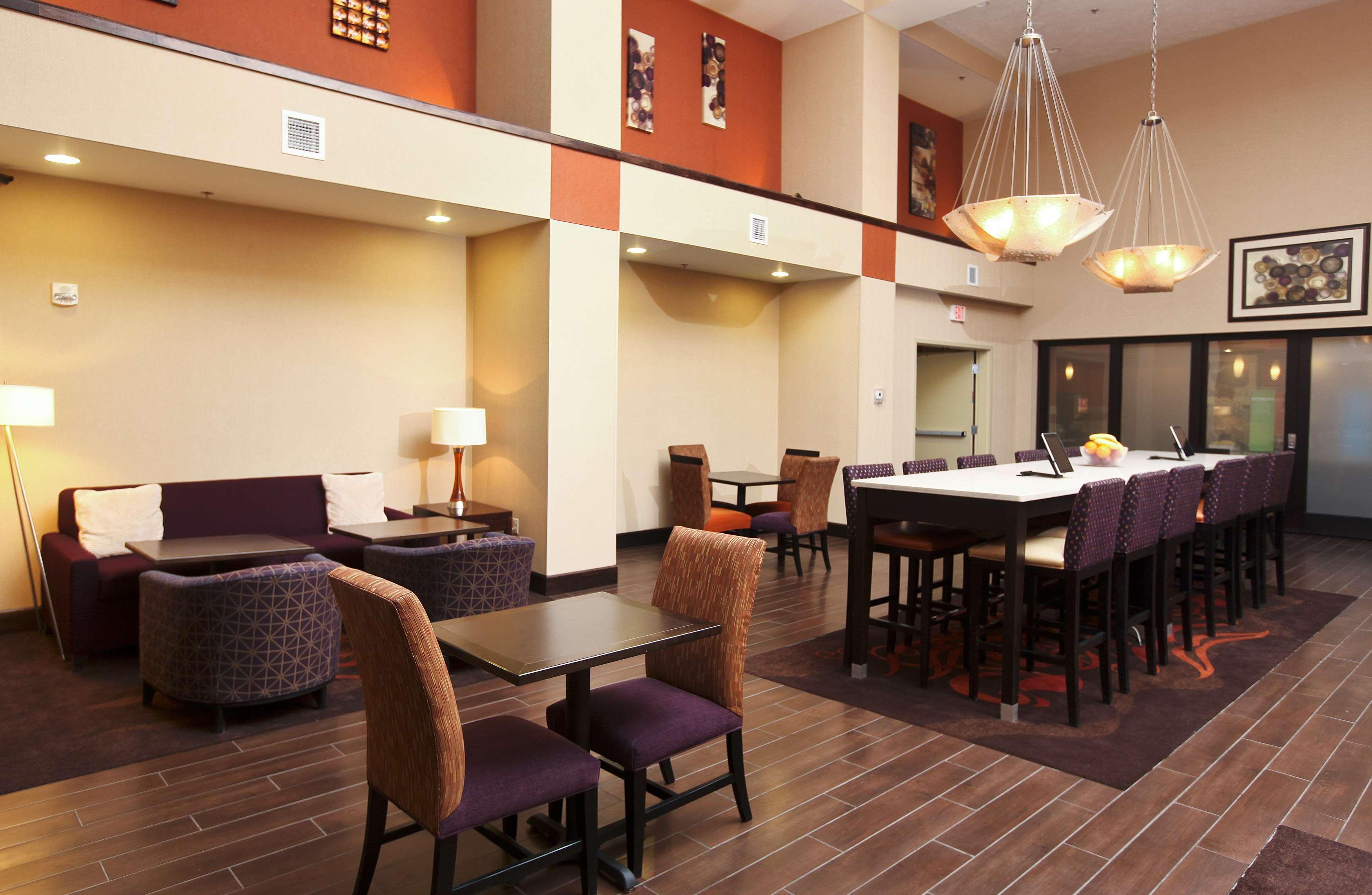 Hampton Inn & Suites Fargo image 2