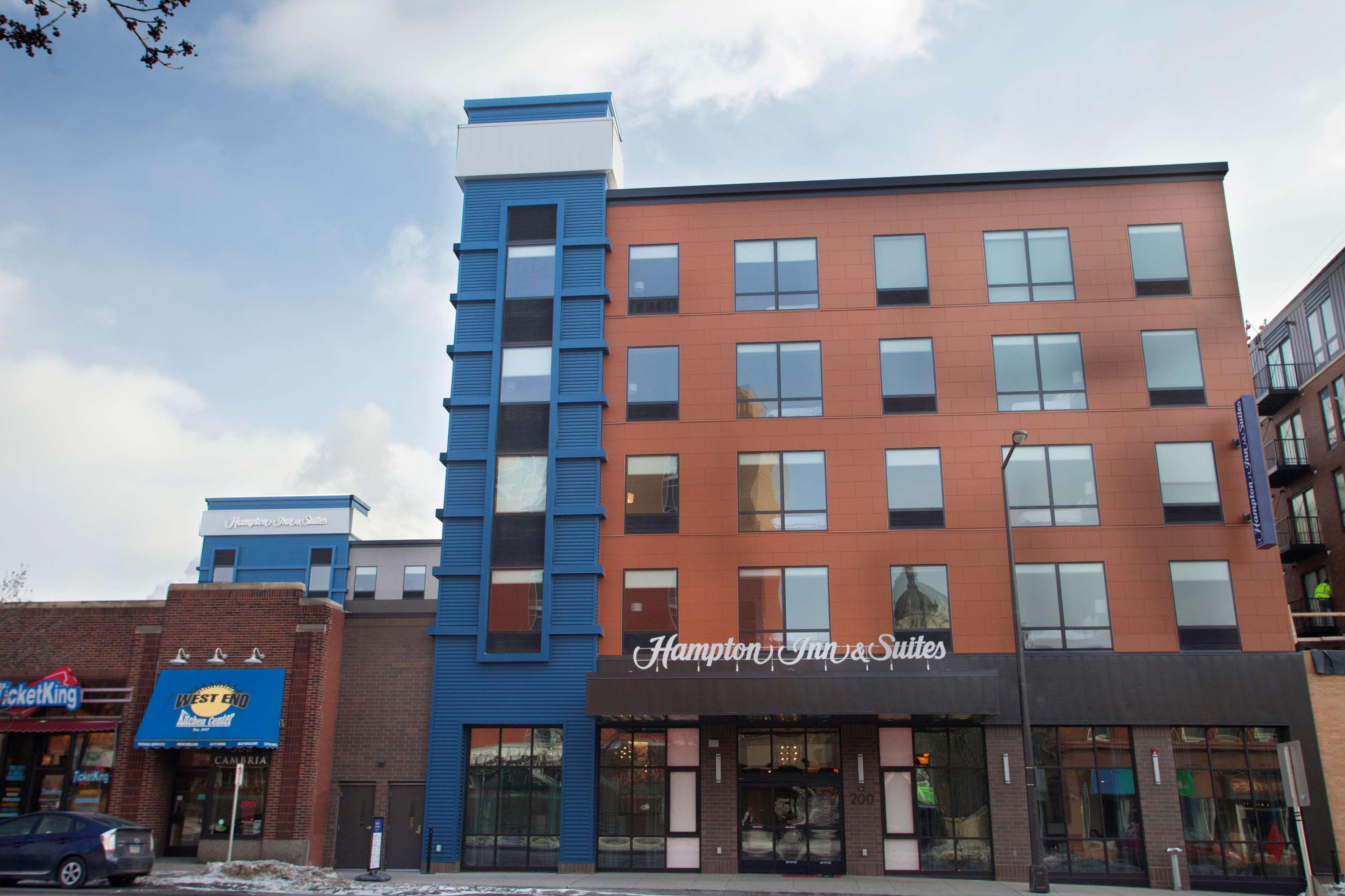 Hampton Inn & Suites Downtown St. Paul image 1