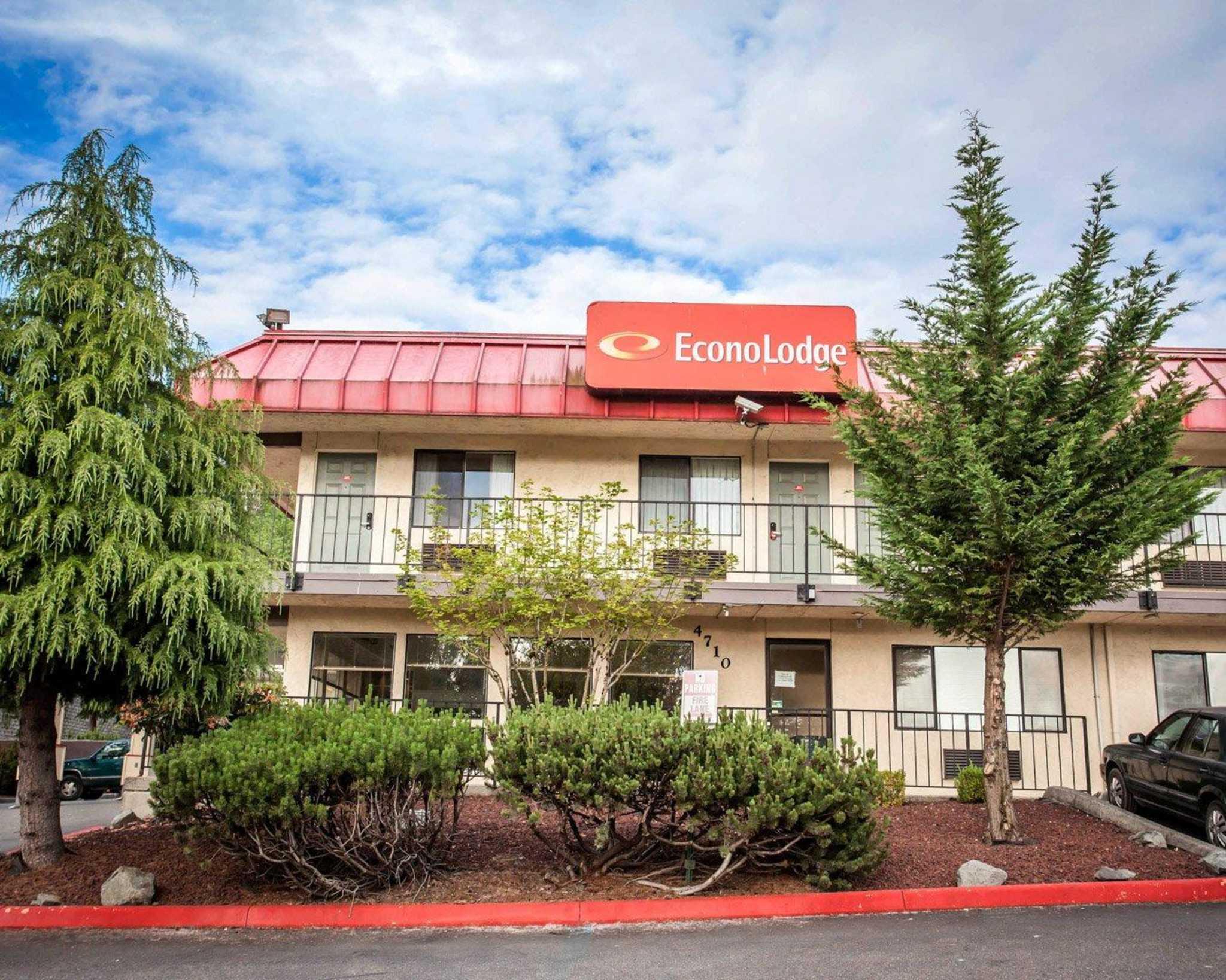 Econo Lodge Renton-Bellevue image 0