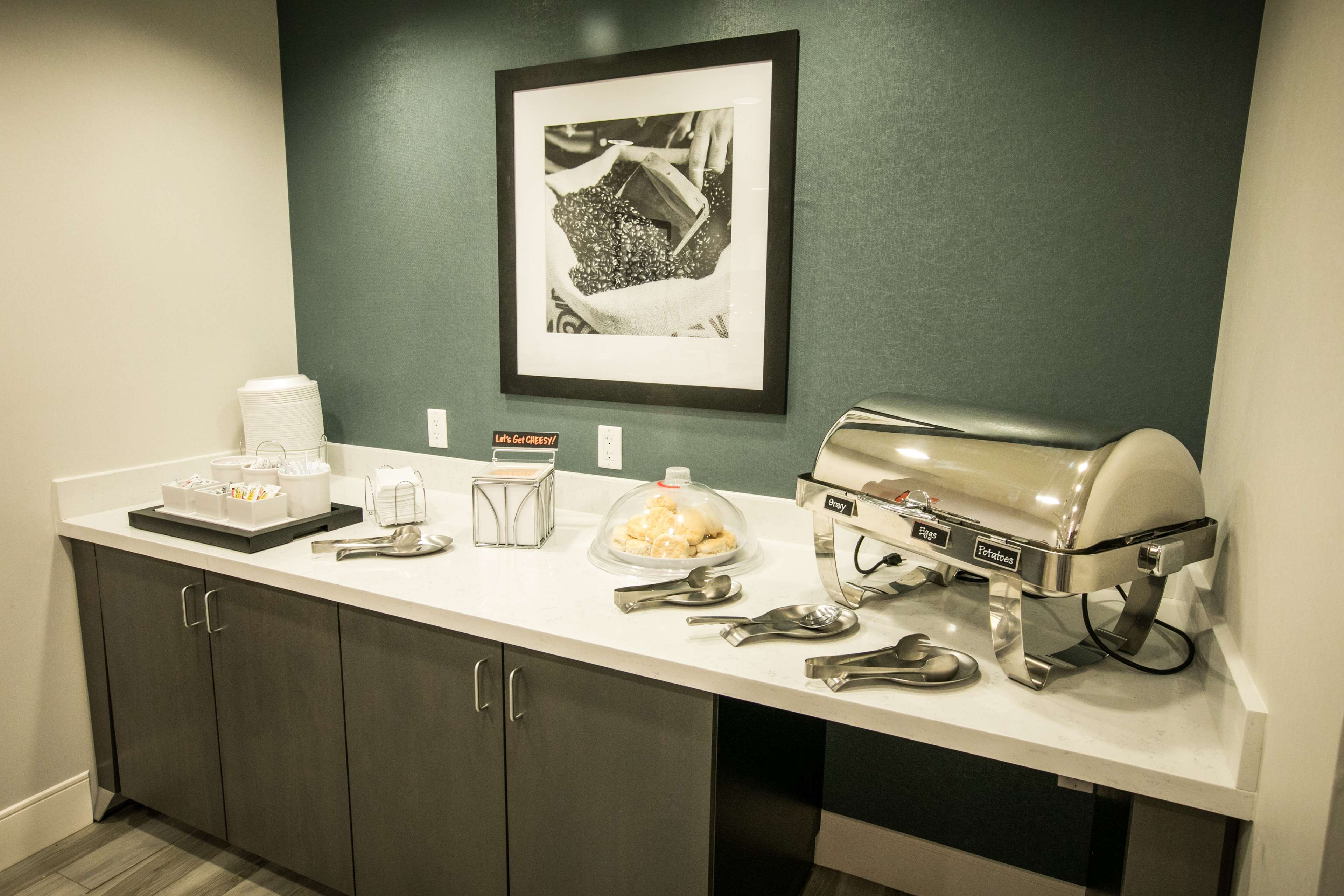 Hampton Inn & Suites Tempe - Phoenix Airport image 13