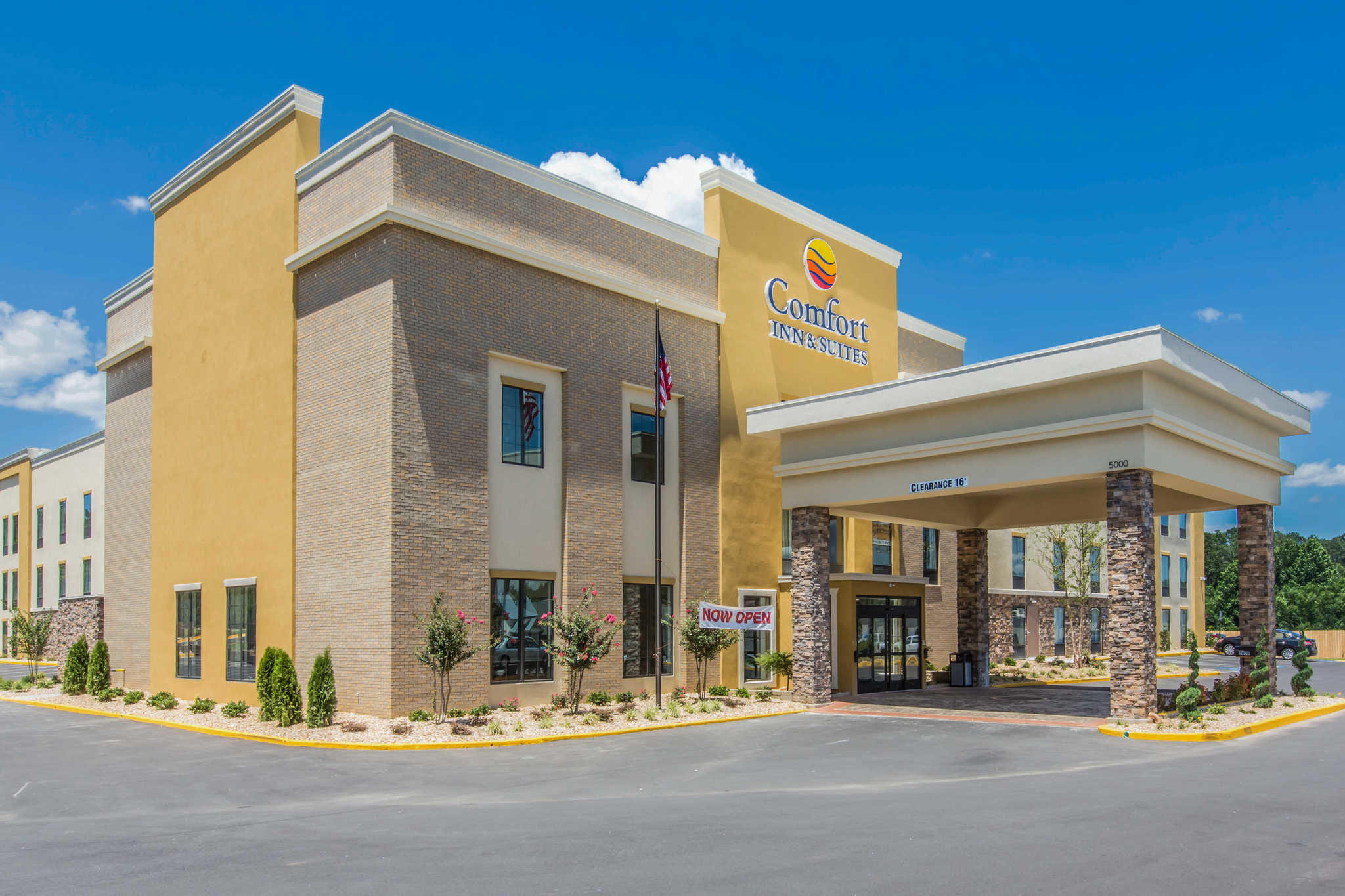 Comfort Inn & Suites West image 0