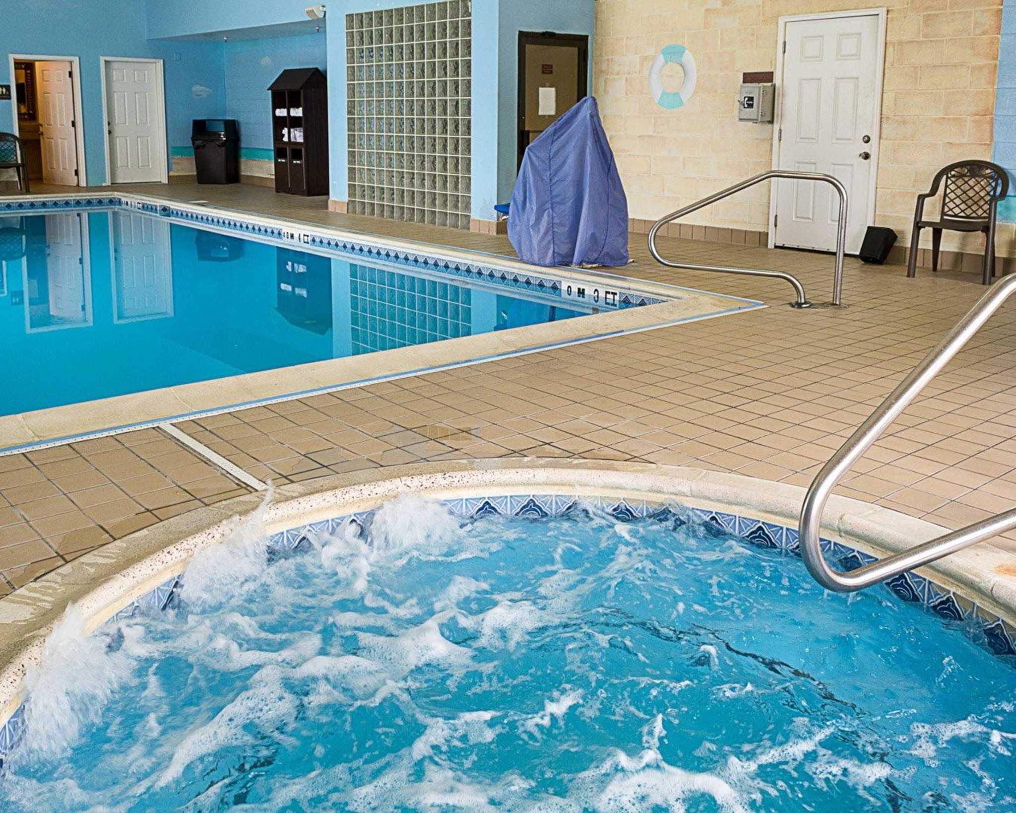 Comfort Suites Southpark image 3