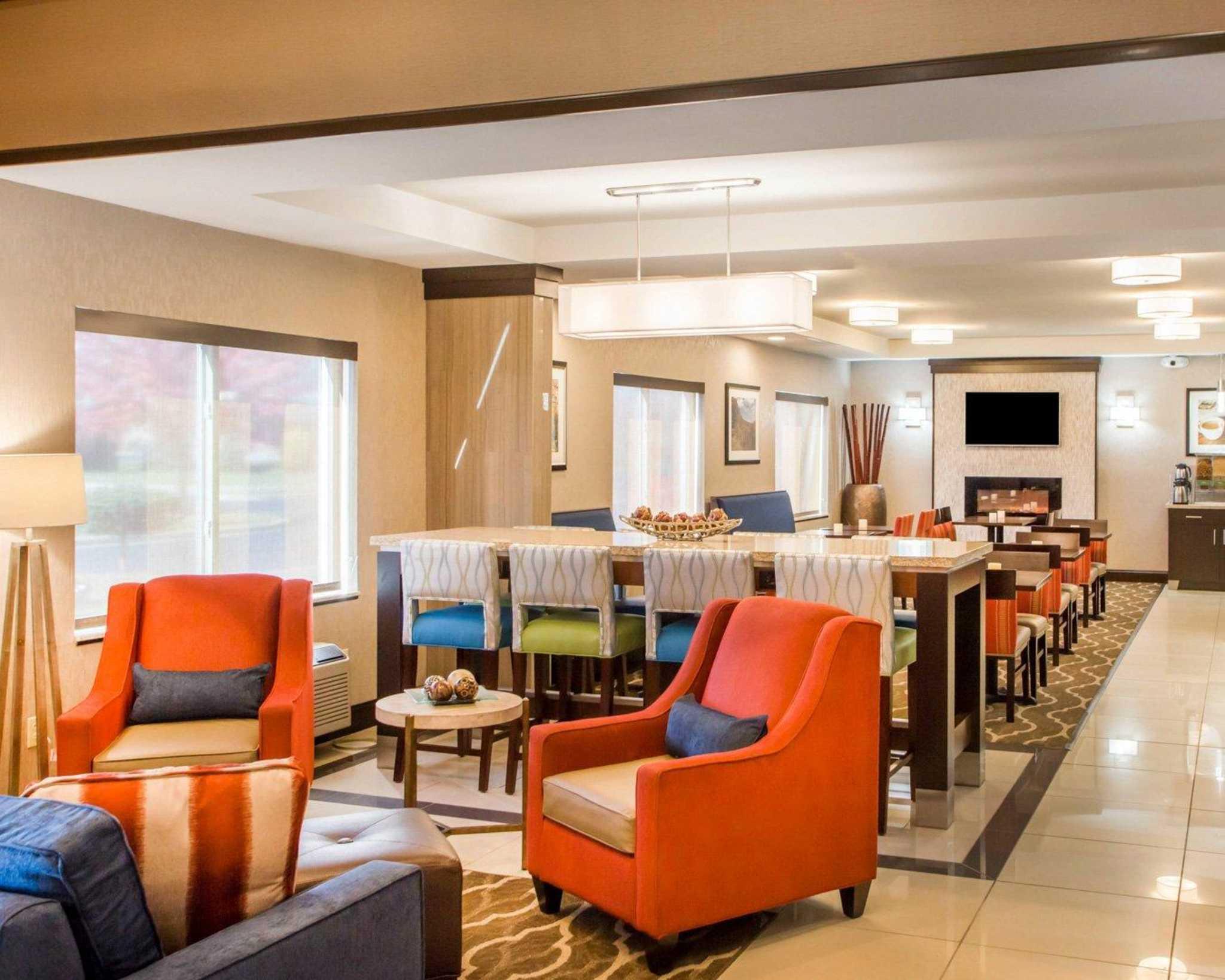 comfort suites columbus west hilliard in columbus oh. Black Bedroom Furniture Sets. Home Design Ideas