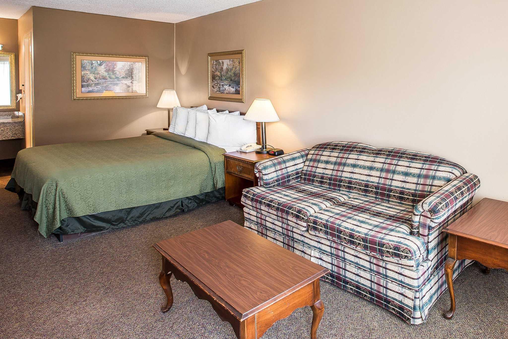 Quality Inn & Suites Mt. Chalet image 7