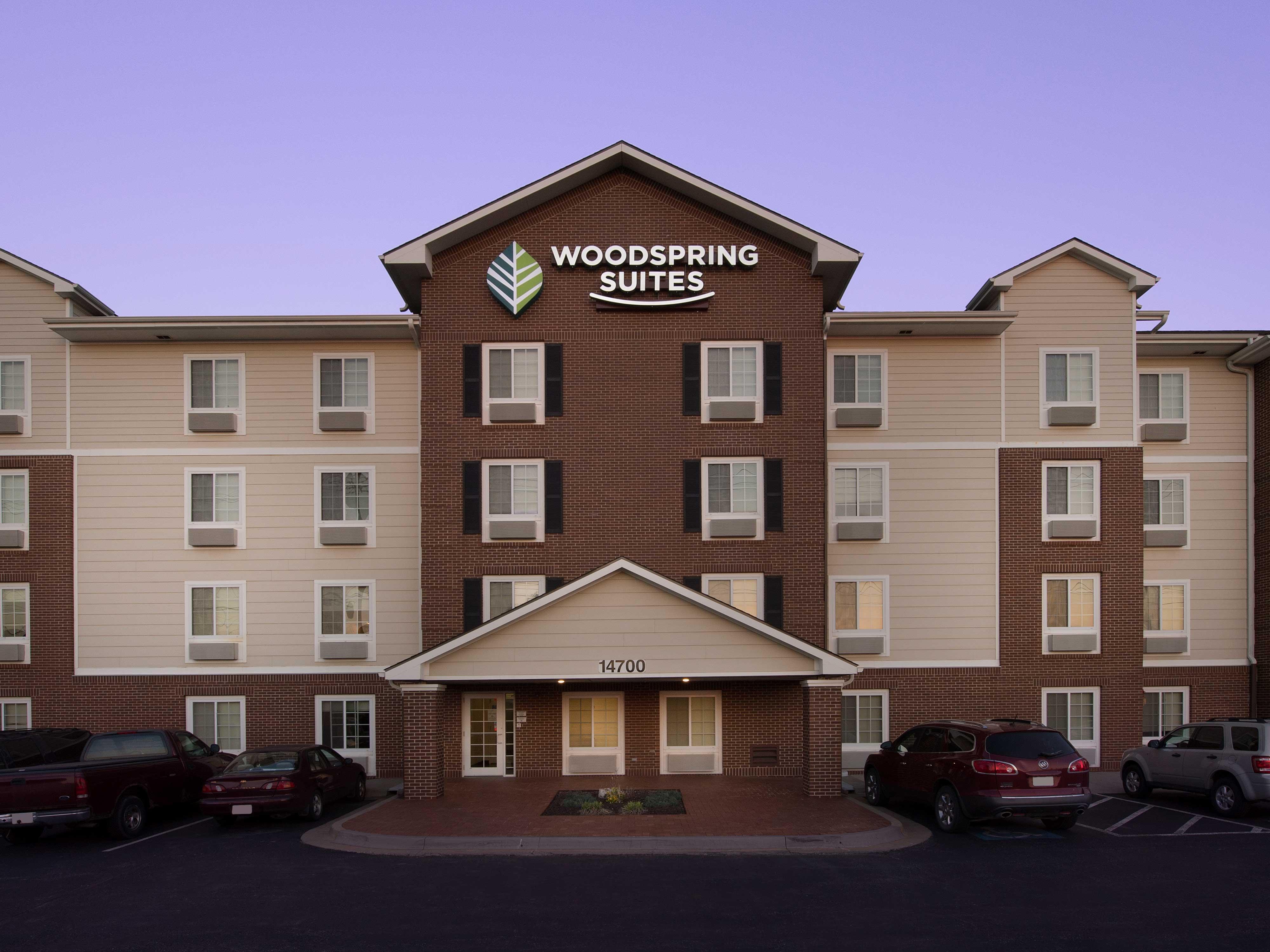 WoodSpring Suites Kansas City Lenexa image 12