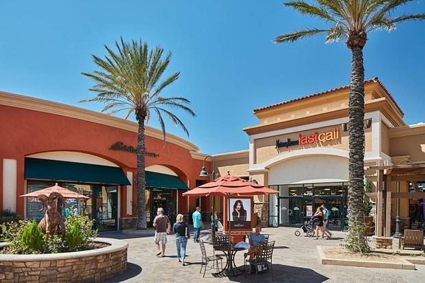 5cdfadcd4 Desert Hills Premium Outlets in Cabazon