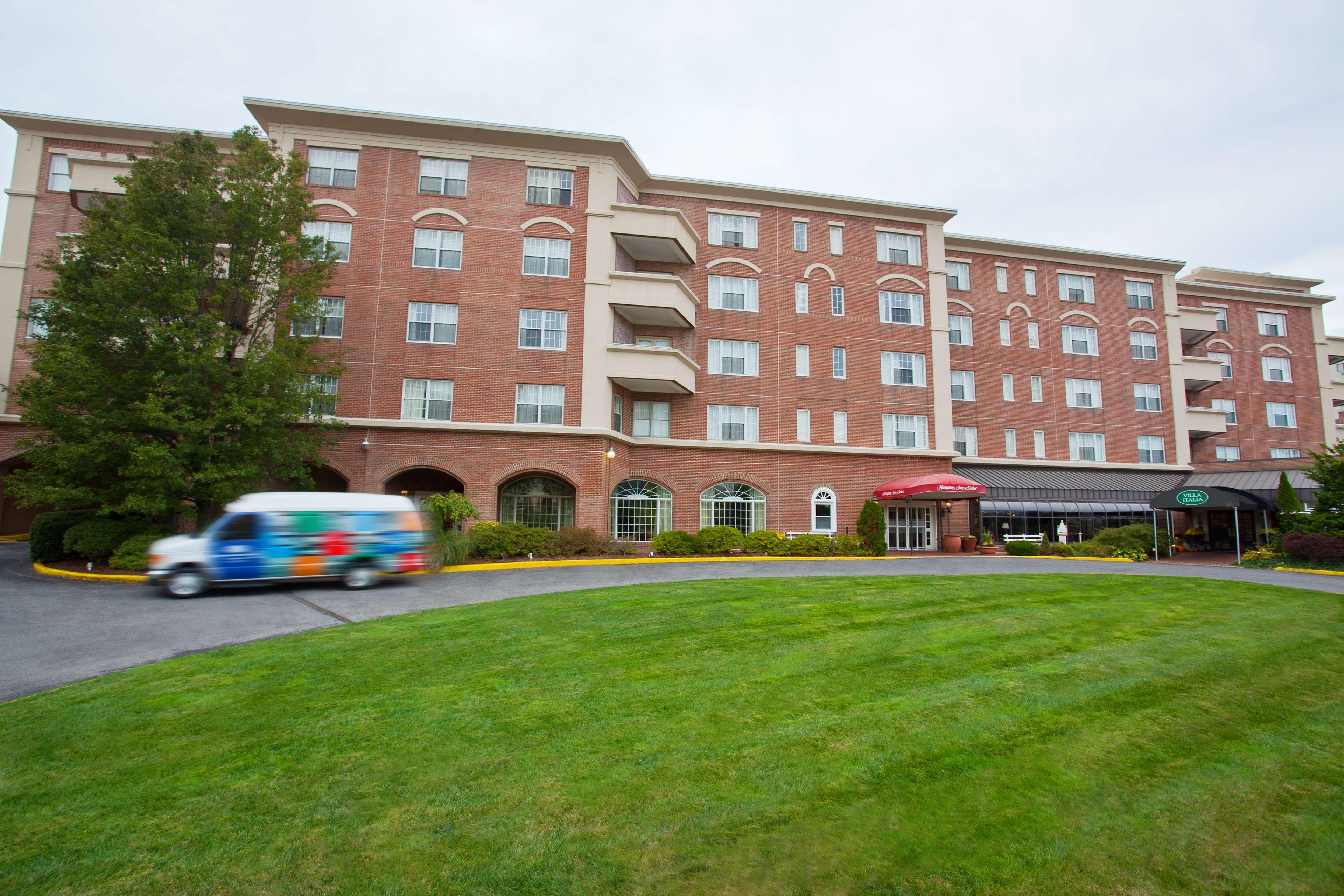 Hampton Inn & Suites Stamford image 5