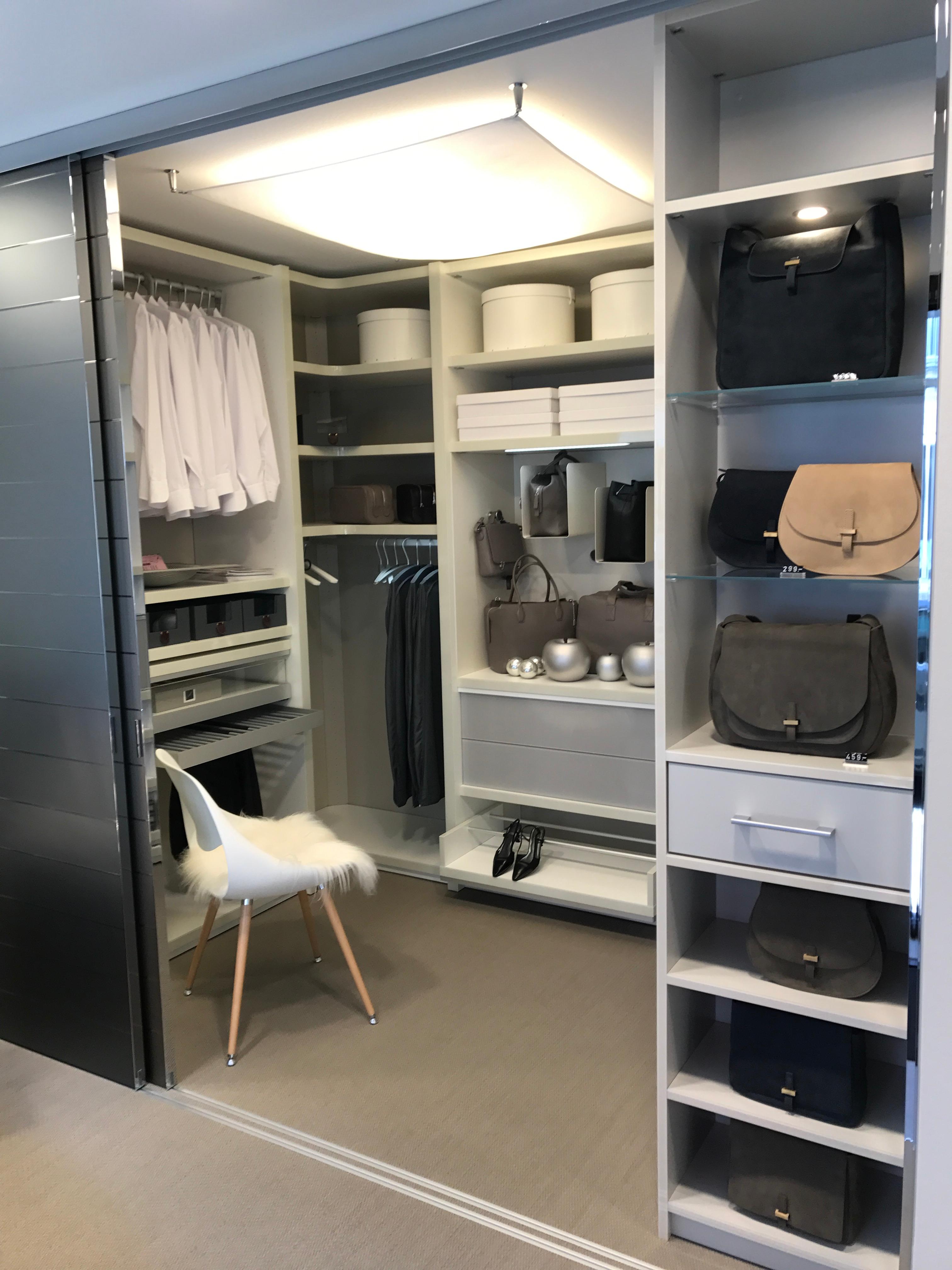 freiraum iris bothe e k ffnungszeiten freiraum iris bothe e k karmelitenstra e. Black Bedroom Furniture Sets. Home Design Ideas
