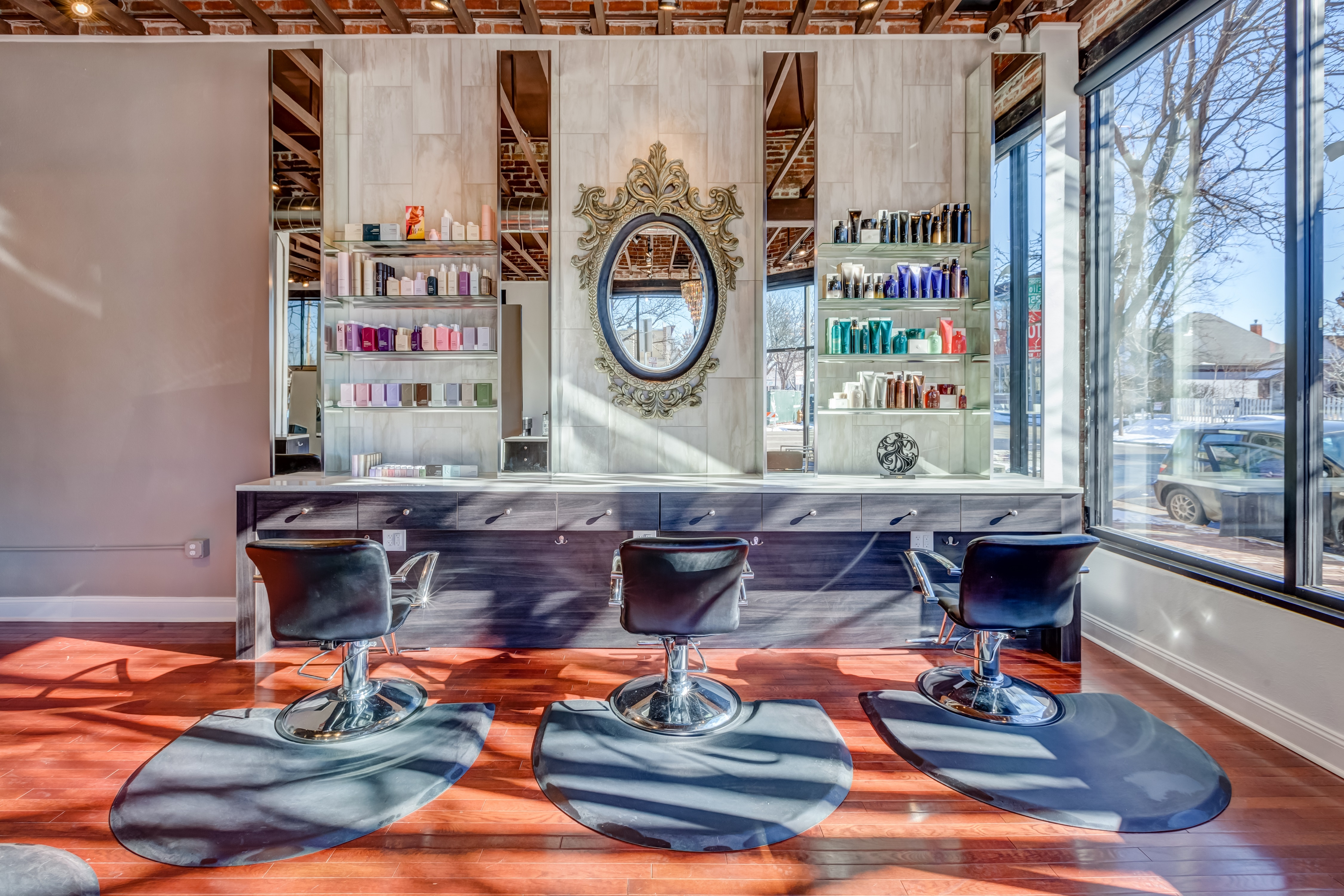 Deseo Salon & BlowDry image 3