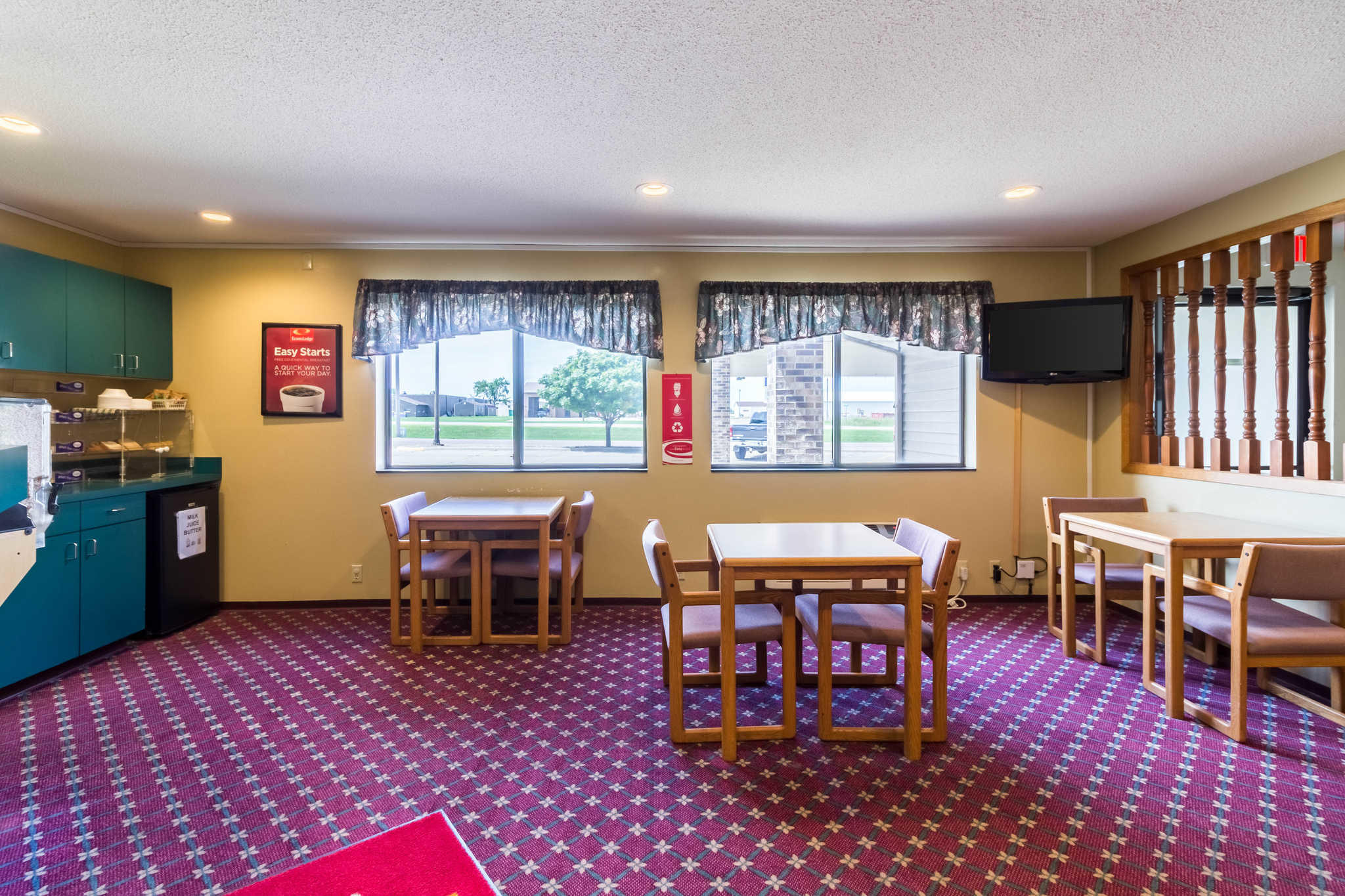 Econo Lodge image 35