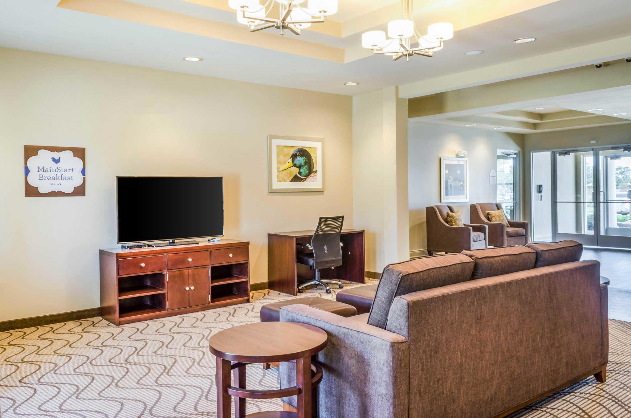 MainStay Suites Hackberry Sportsman's Lodge image 9