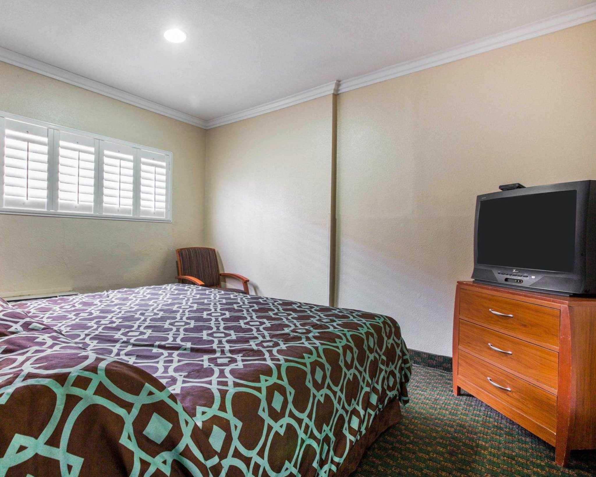 Rodeway Inn & Suites Near Convention Center image 24