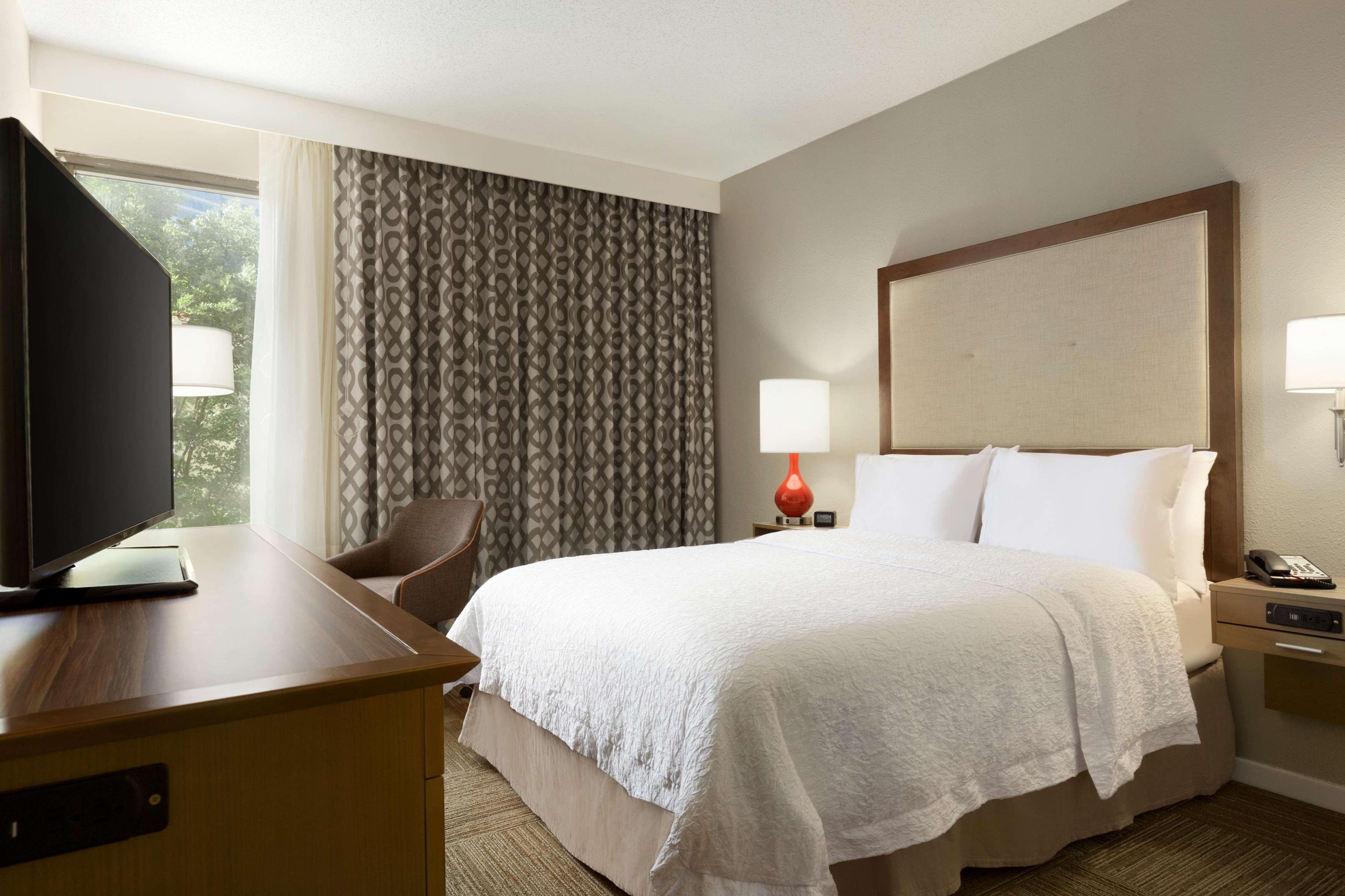 Hampton Inn Atlanta-Buckhead image 2