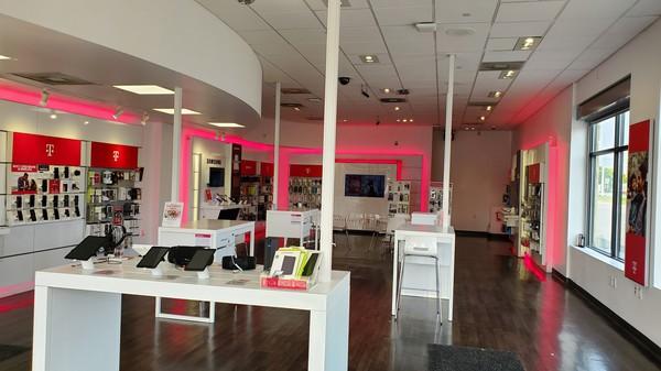 T Mobile Store At 22831 Michigan Avenue Dearborn Mi T Mobile