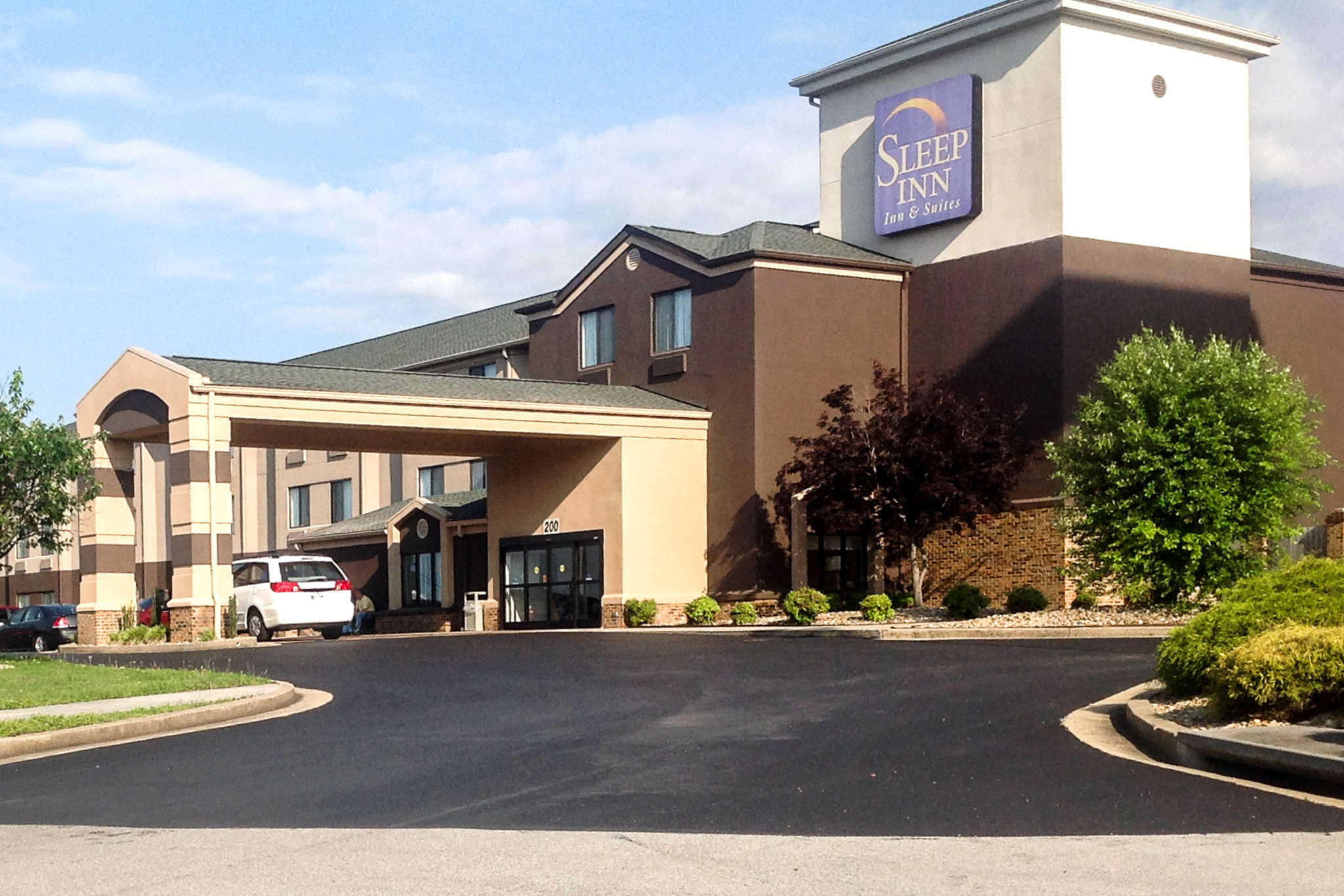Sleep inn suites kingsport tn business directory for Lodging near bristol motor speedway
