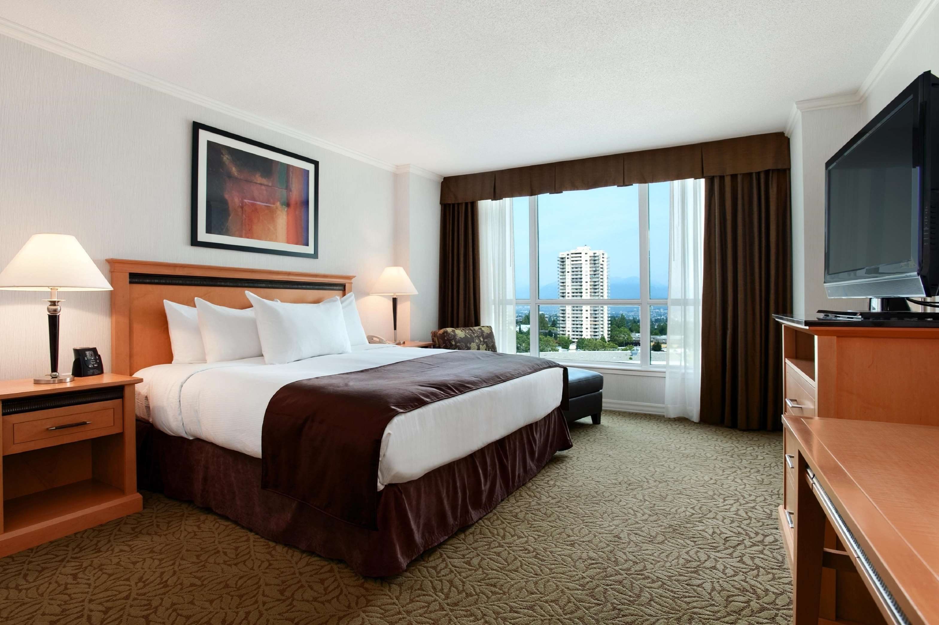 Hilton Vancouver Metrotown in Burnaby: 1 King Bed Deluxe Room with View