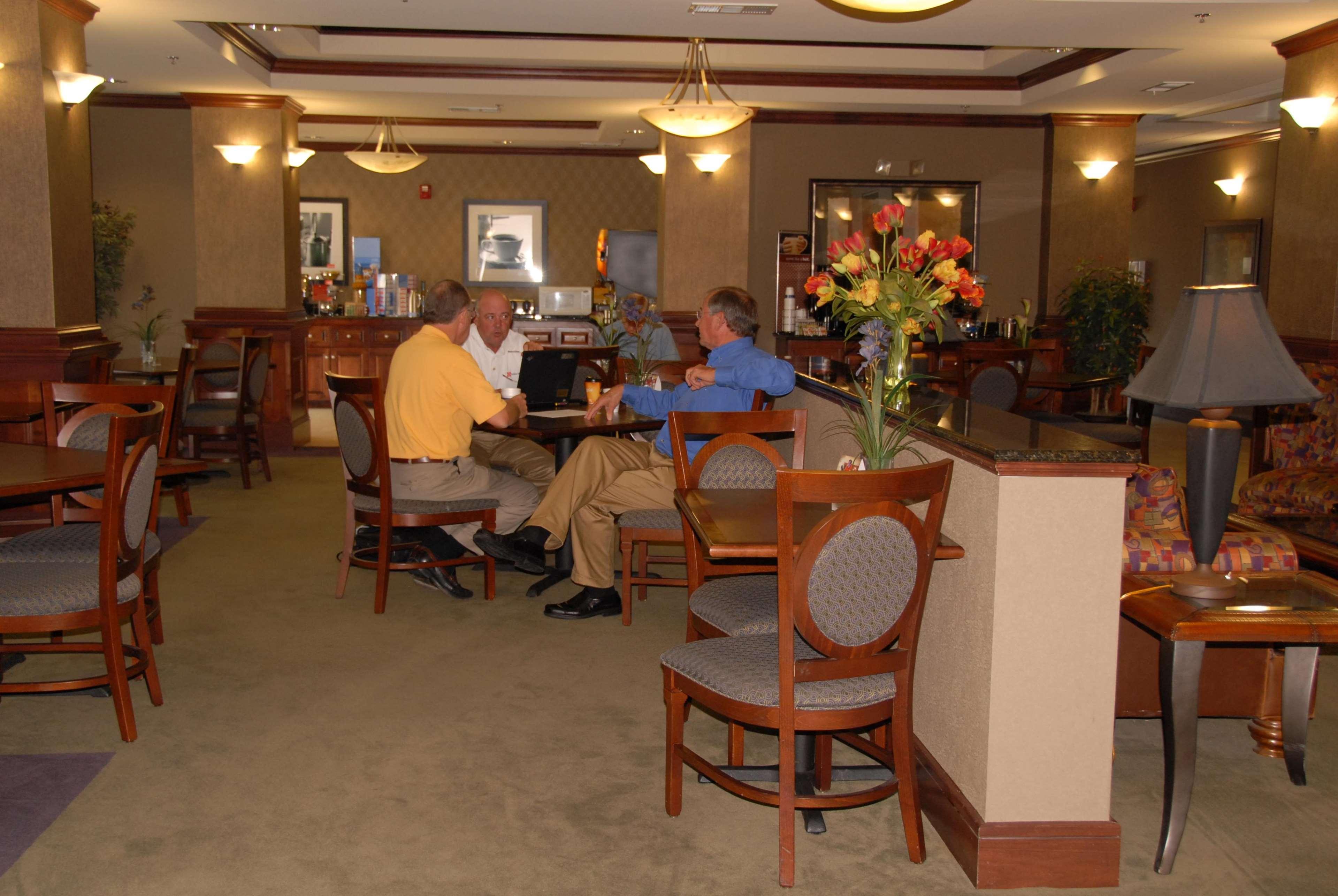 Hampton Inn Van Buren image 9