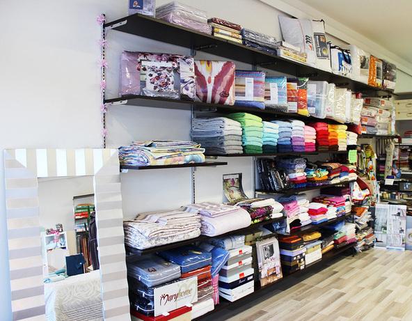 L 39 angolo del corredo tende tendaggi tessuti d for Tessuti d arredamento milano