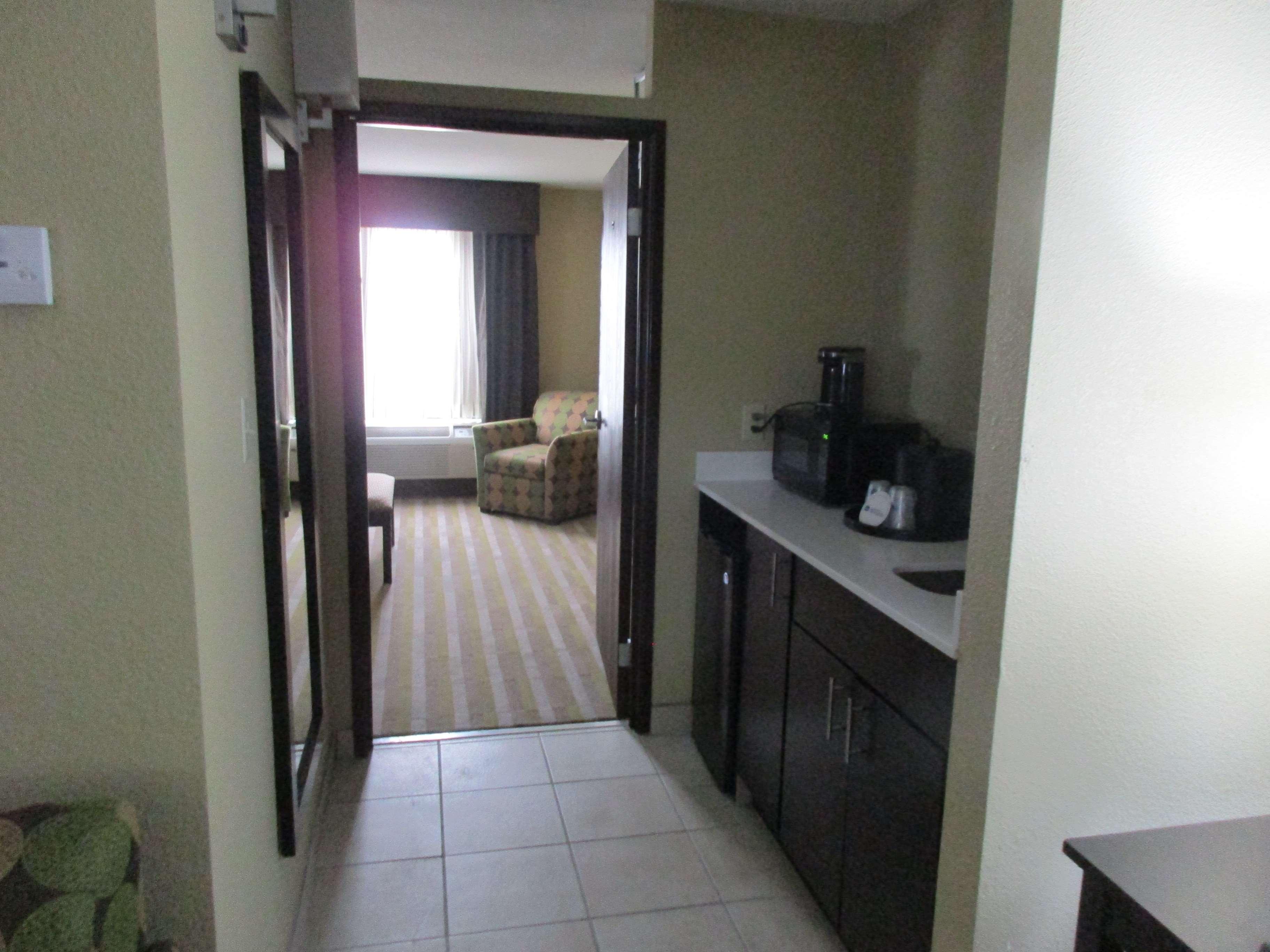 Best Western Plus Jonesboro Inn & Suites image 17
