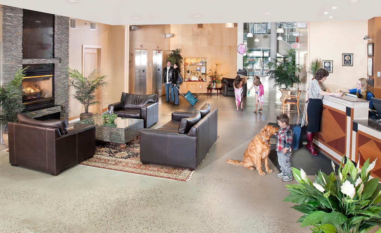 Best Western Plus Kelowna Hotel & Suites in Kelowna: Lobby