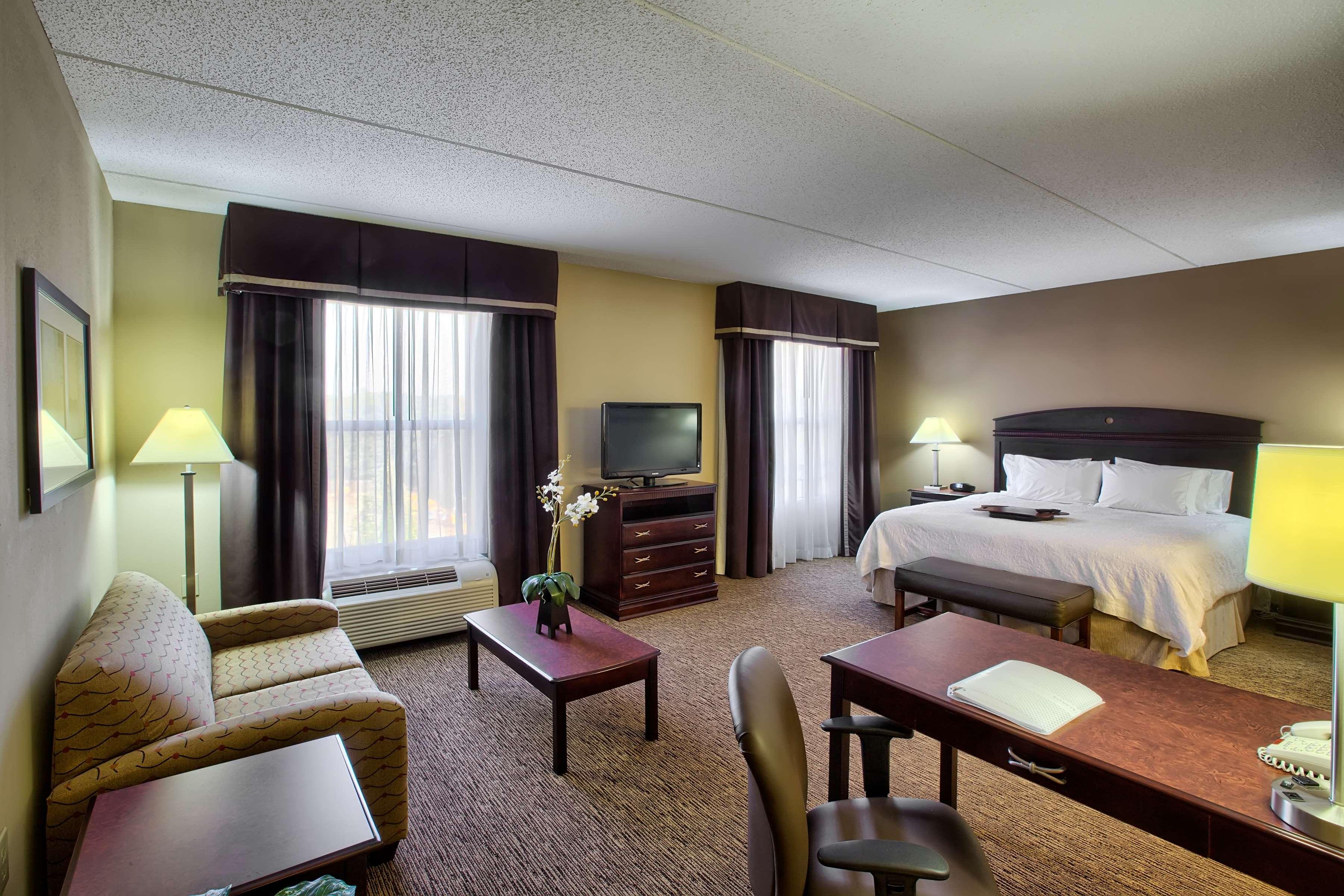 Hampton Inn & Suites Burlington image 16