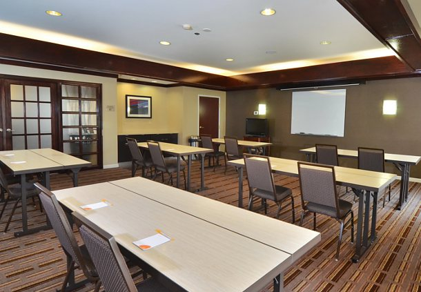 Courtyard by Marriott Indianapolis South image 17