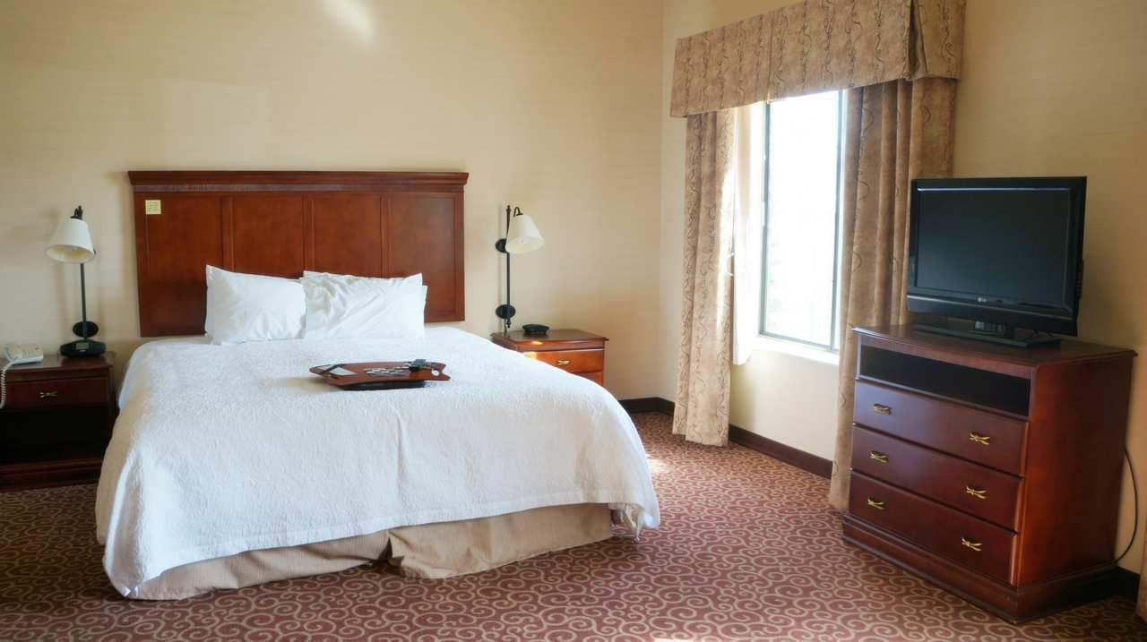 Hampton Inn & Suites Kingman image 11