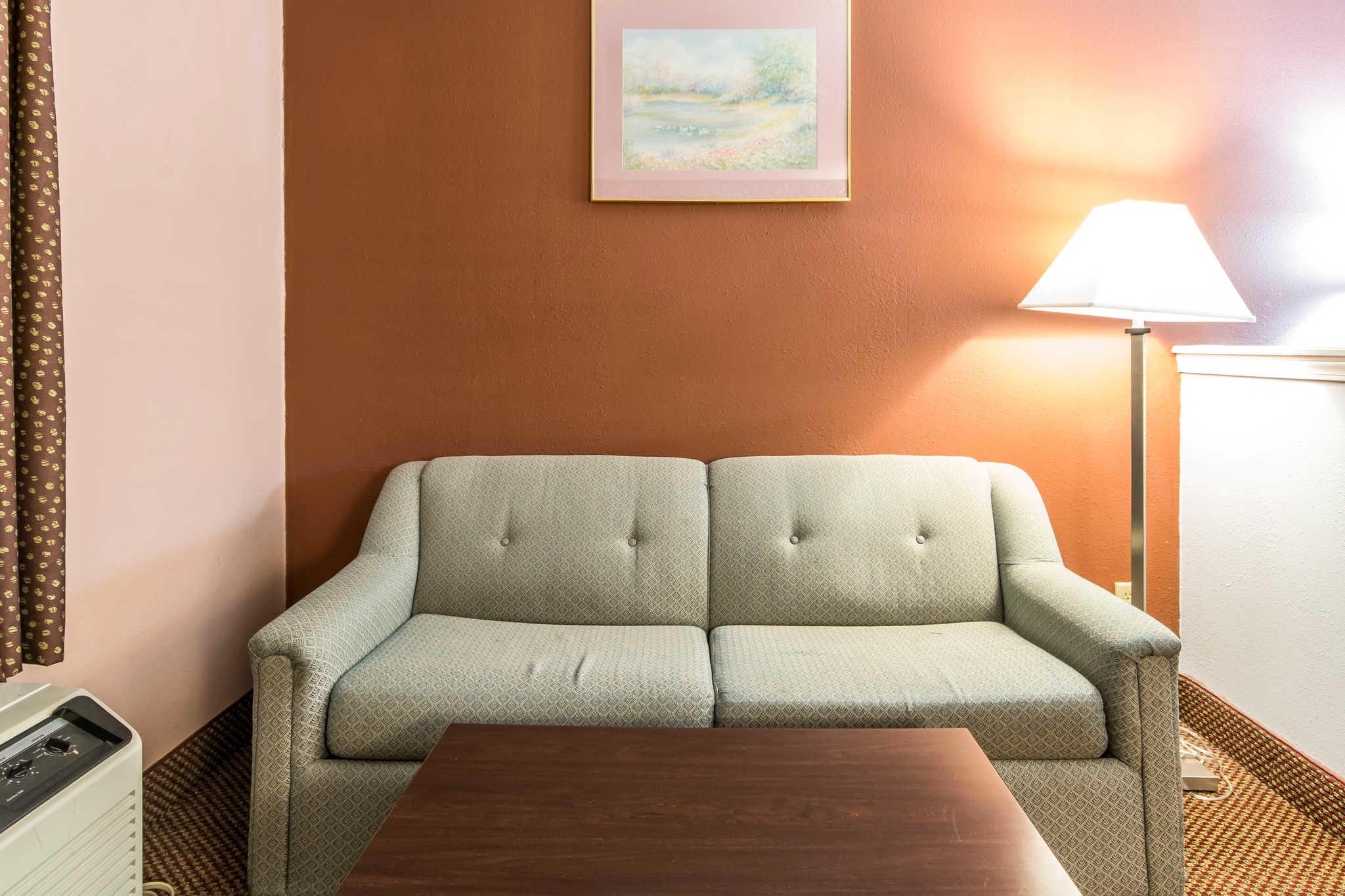 Econo Lodge Inn & Suites I-65 image 17